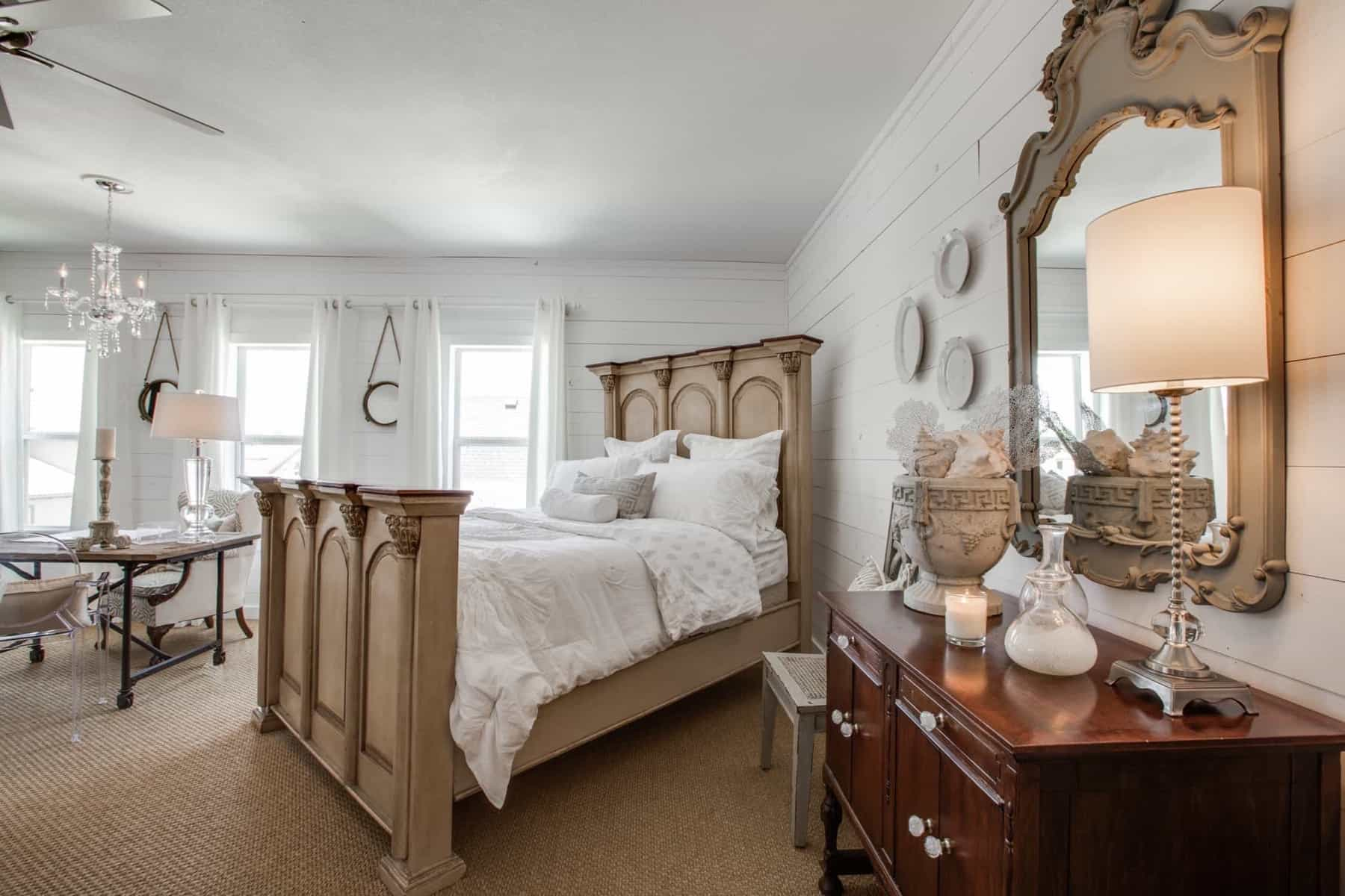 Featured Image of Small Studio Bedroom With Coastal Vibe