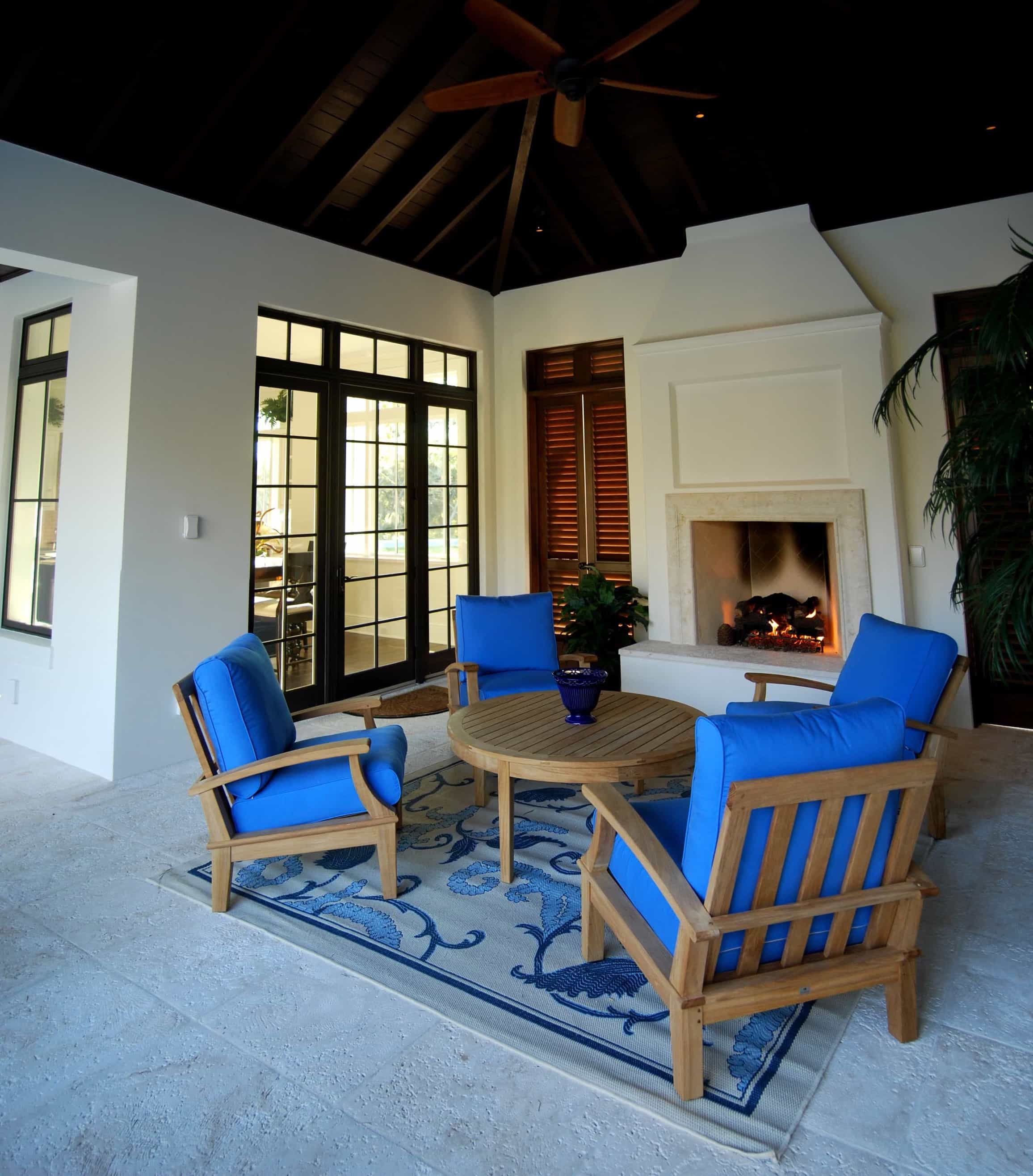 Featured Image of Sophisticated And Relaxed Coastal Outdoor Living Space Decor