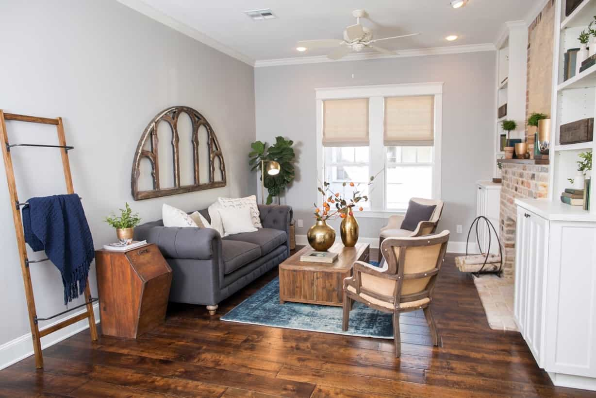 Featured Image of Spacious Craftsman Style Apartment Living Room