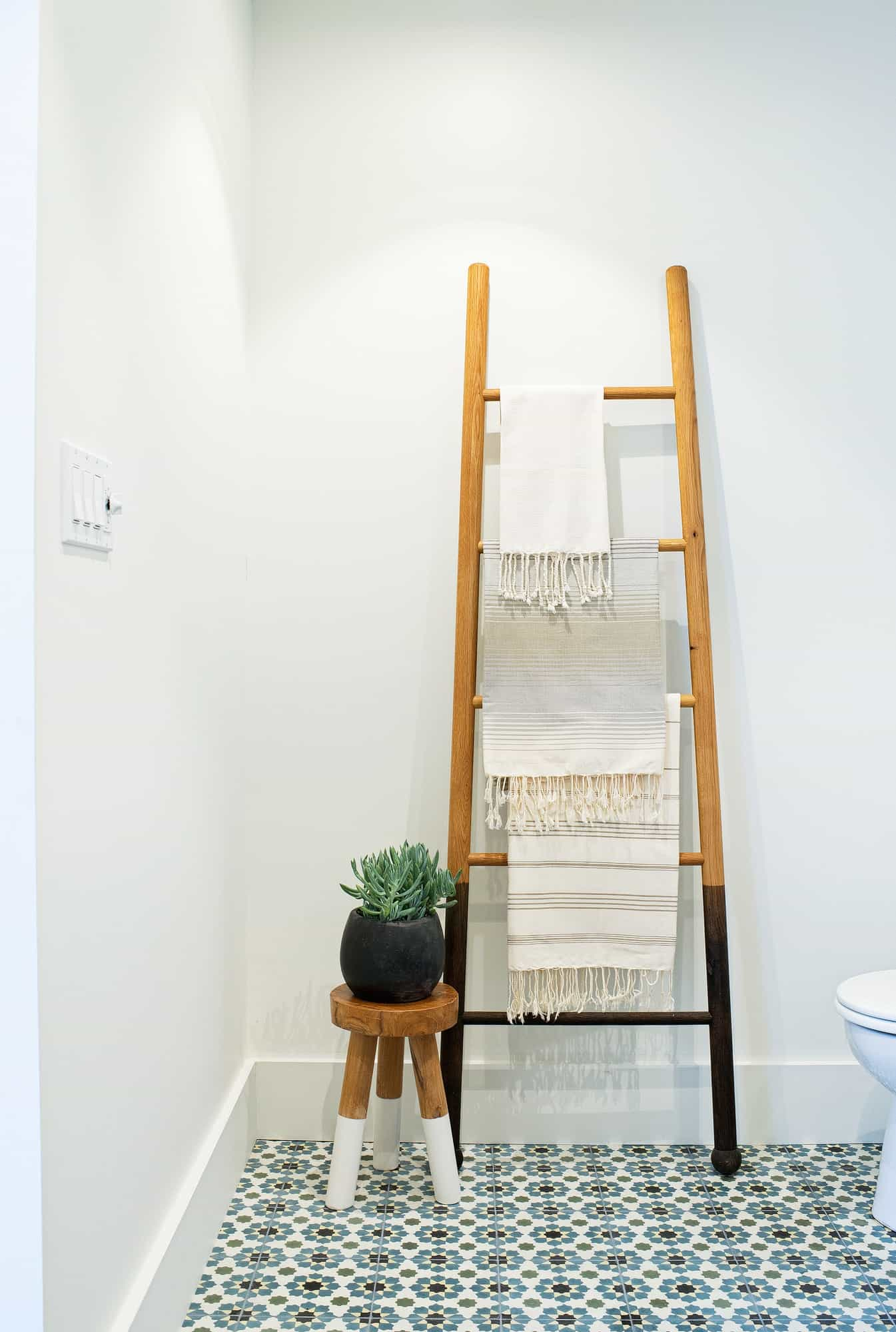 The Benefits Of Having A Good Towel Racks In Your Bathroom