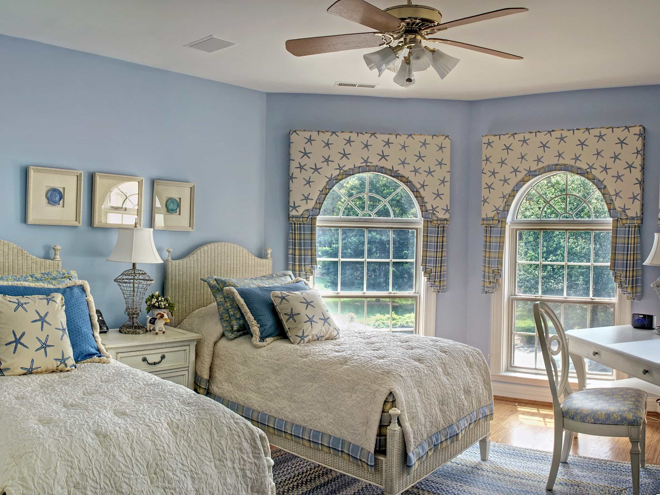 Featured Image of Tranquil Coastal Themed Blue Bedroom