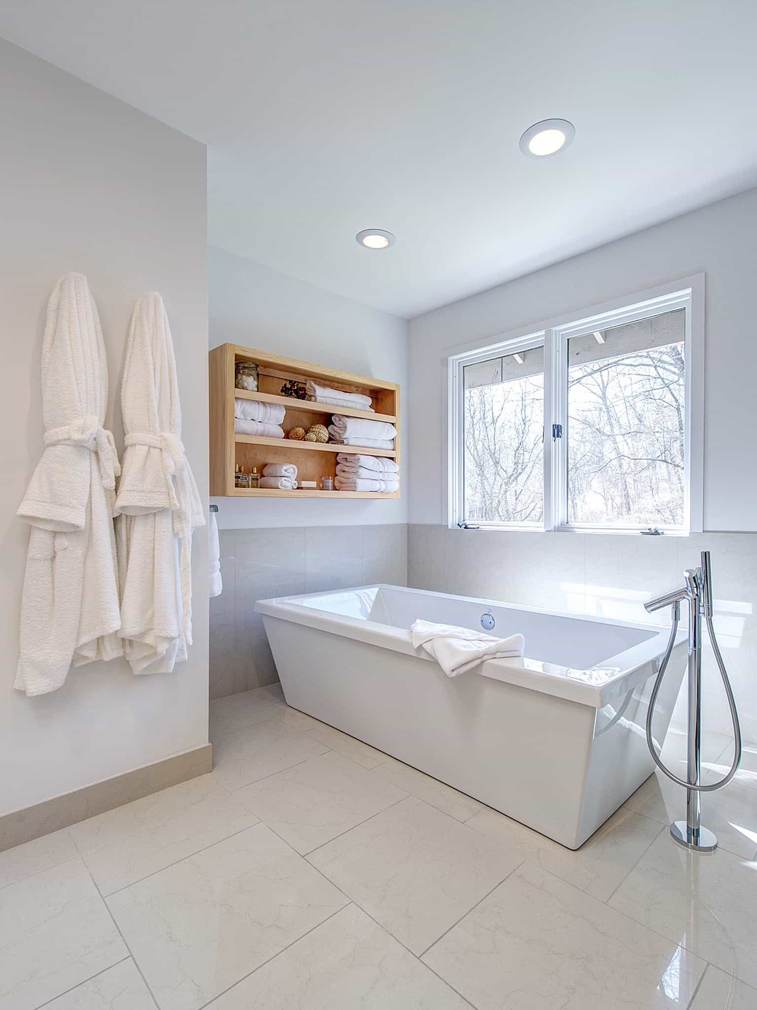 Featured Image of White Bathroom With Glass Enclosed Shower
