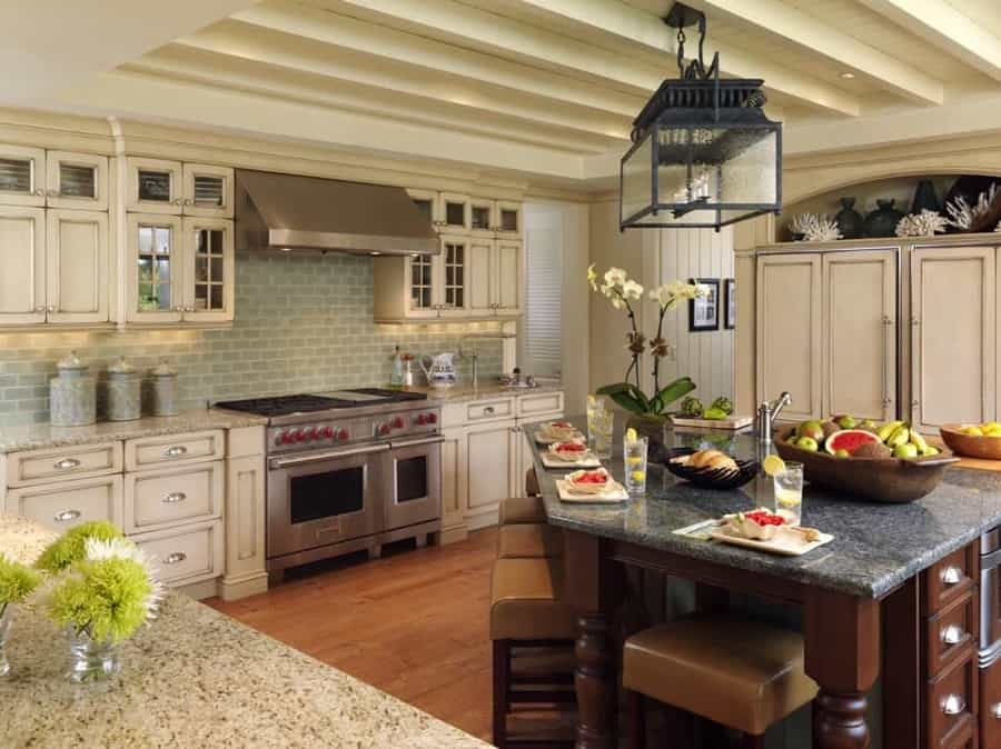 Featured Image of White Coastal Cottage Kitchen Interior