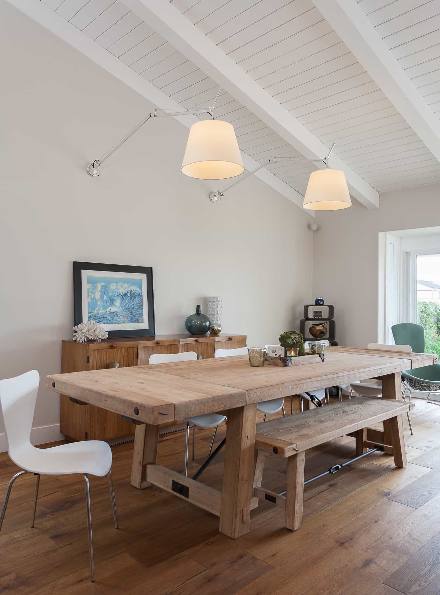 Featured Image of White Coastal Dining Room With Wood Table