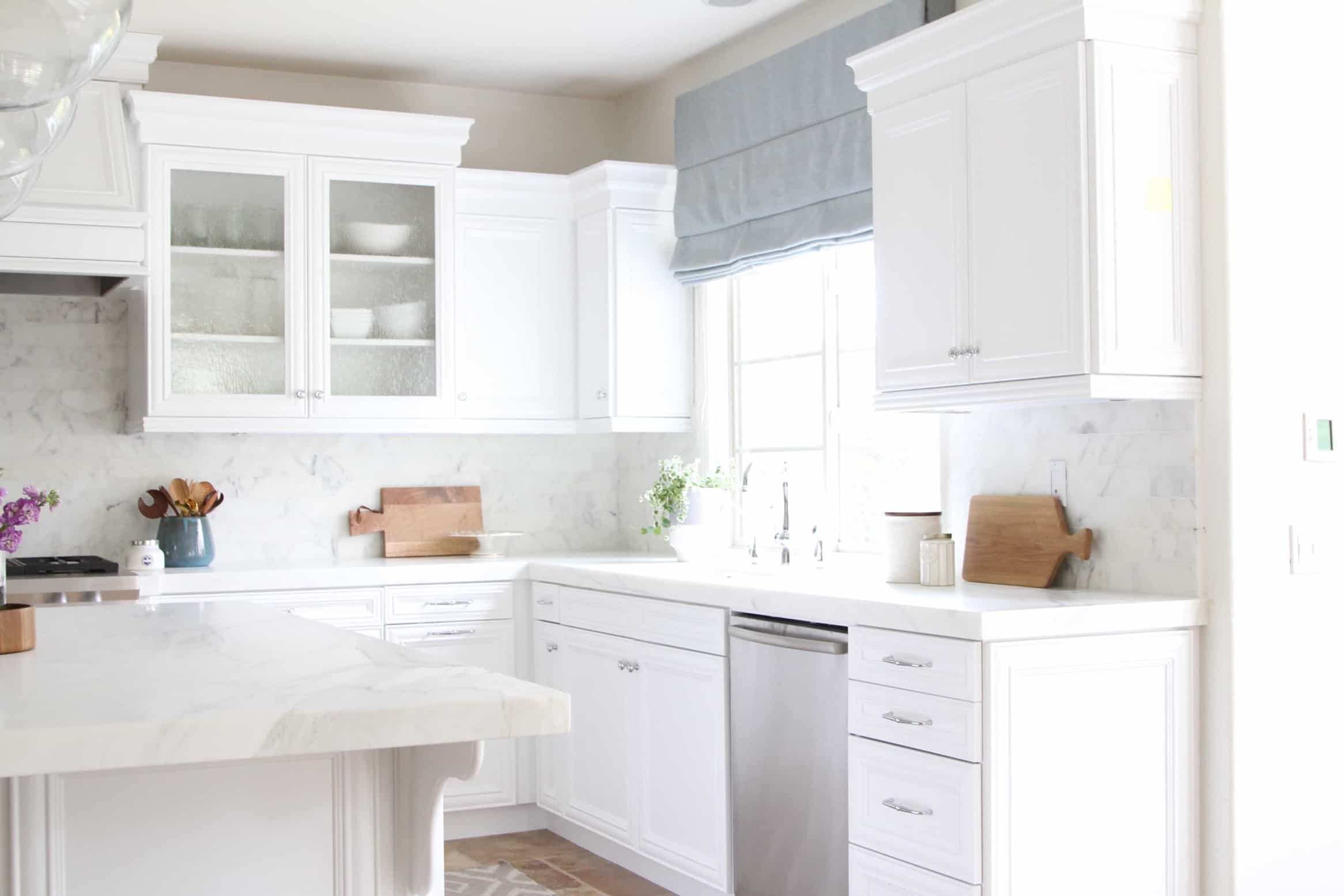Featured Image of White Coastal Kitchen Remodel Is Bright And Welcoming