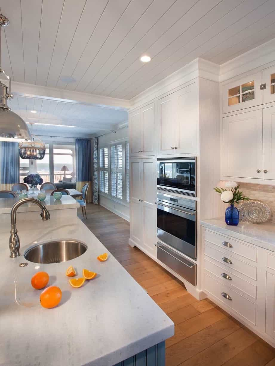 Featured Image of White Coastal Kitchen With Marble Countertops