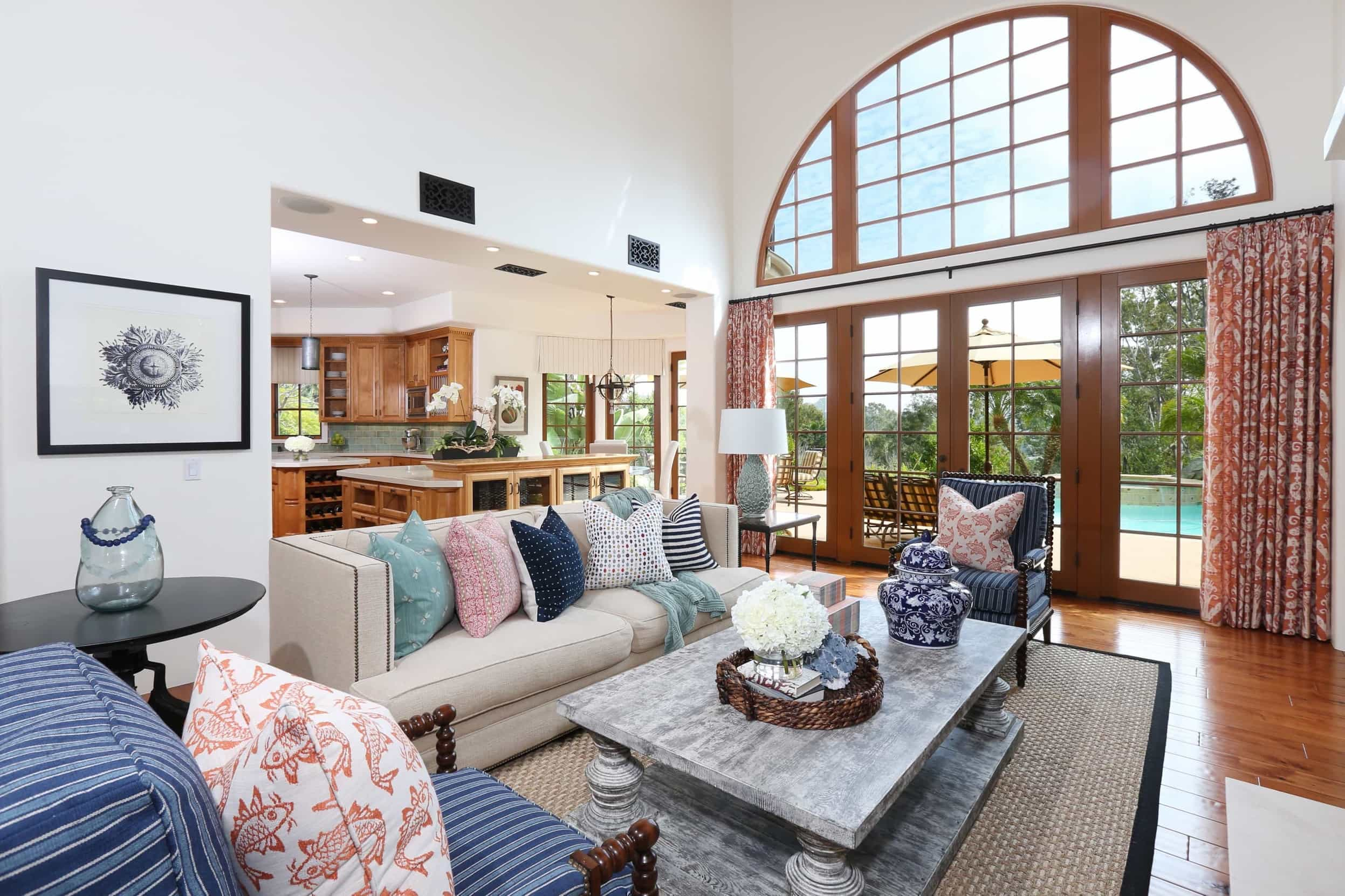 Featured Image of White Coastal Living Room With Arched Window