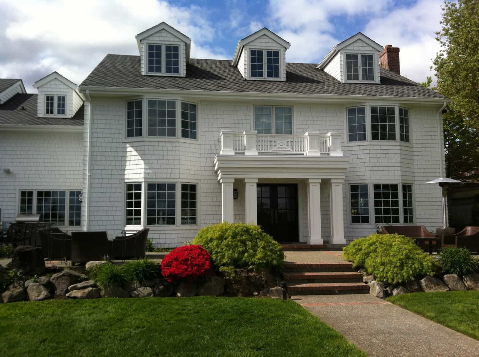 Featured Image of White Two Story Colonial Home With Classic Square Pillars