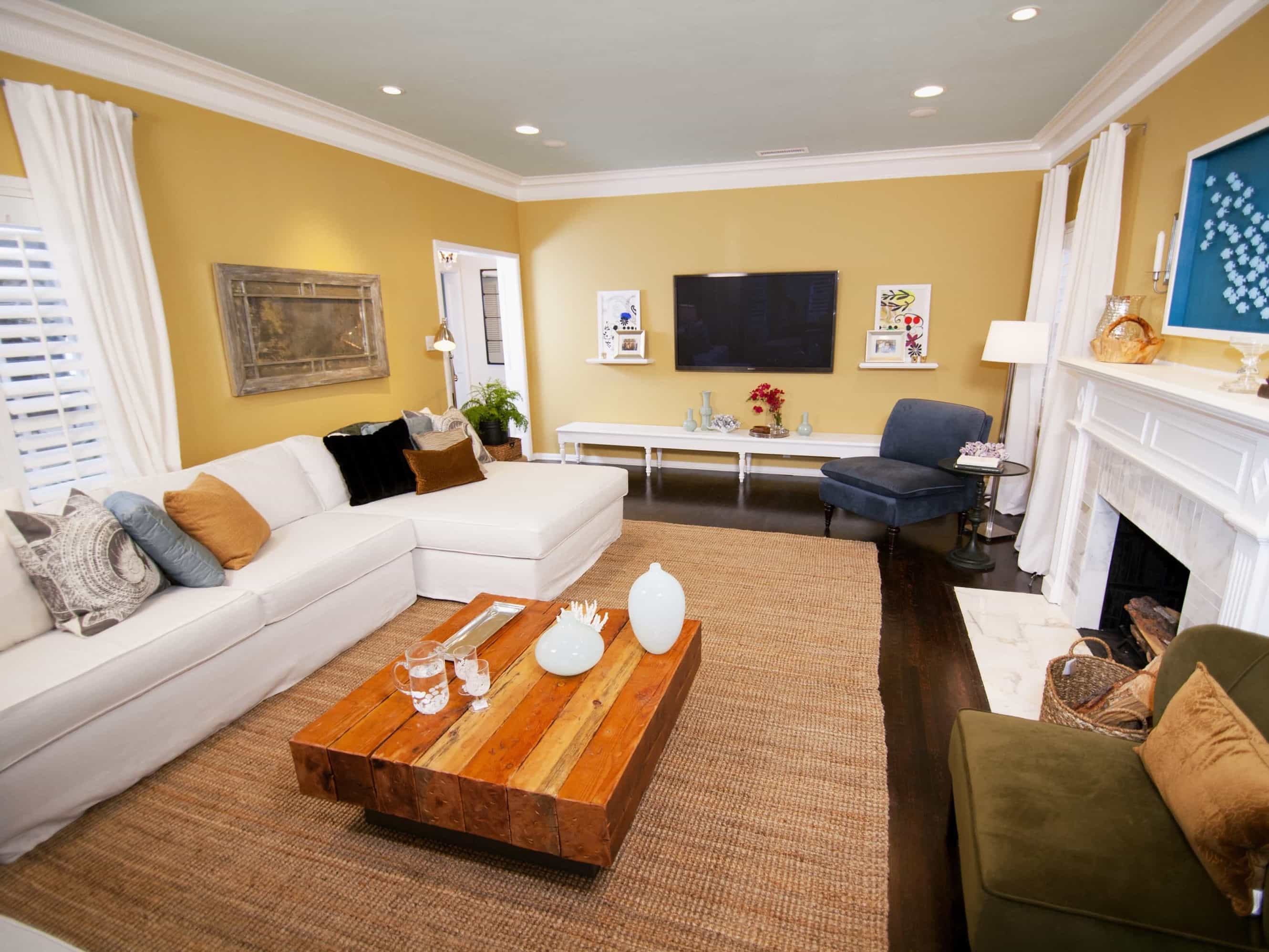 Featured Image of Yellow Living Room With Beach Inspired Accents