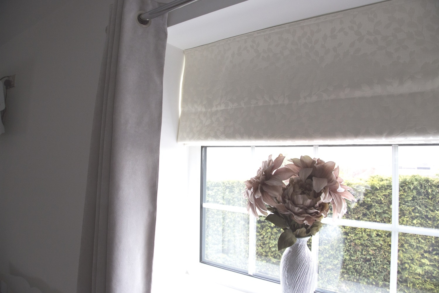 A Neutral Roman Blind For Hayleys Elegant Master Bedroom Web Blinds For Neutral Roman Blinds (View 12 of 15)