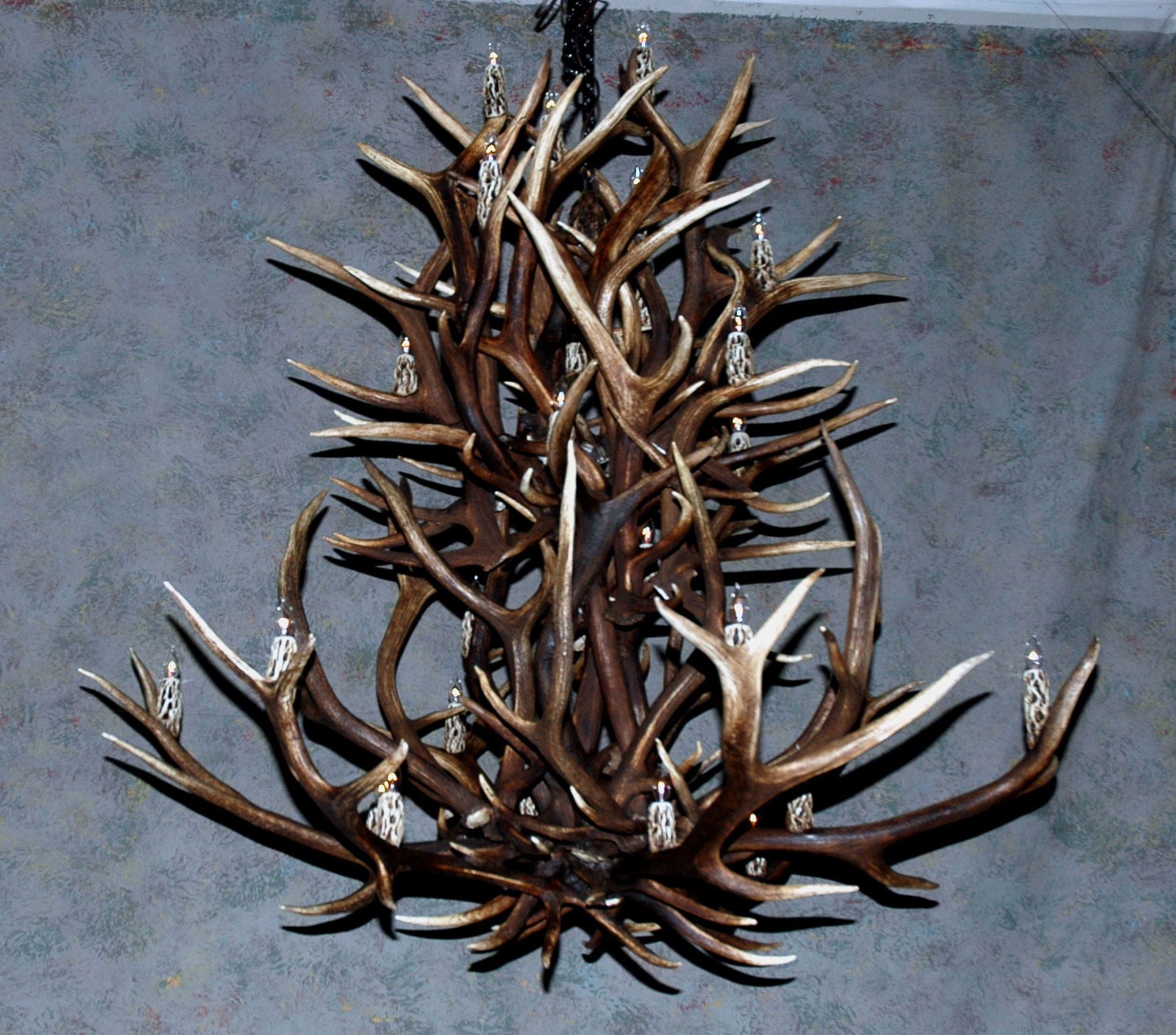 Antler Chandeliers Deer Antler Chandelier Deer Antler Lamps With Regard To Large Antler Chandelier (View 3 of 15)