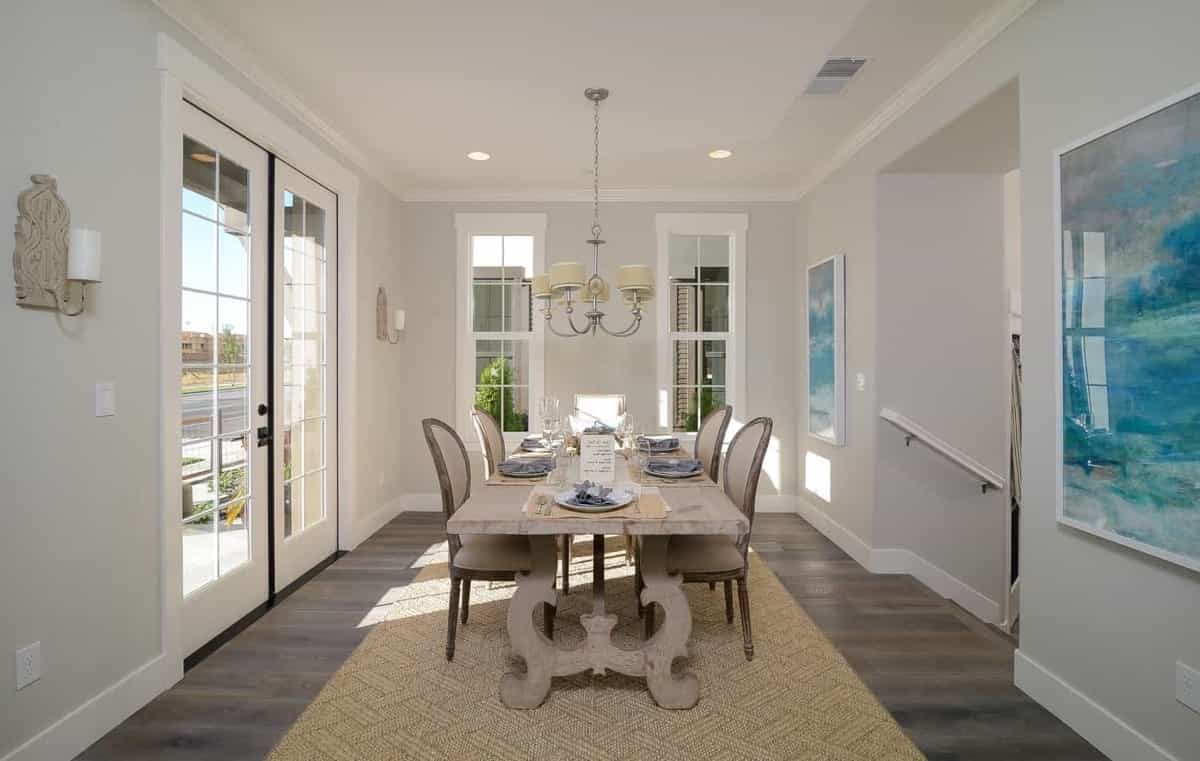 Featured Image of Beach Style Light Colored Dining Room With Plenty Of Natural Light