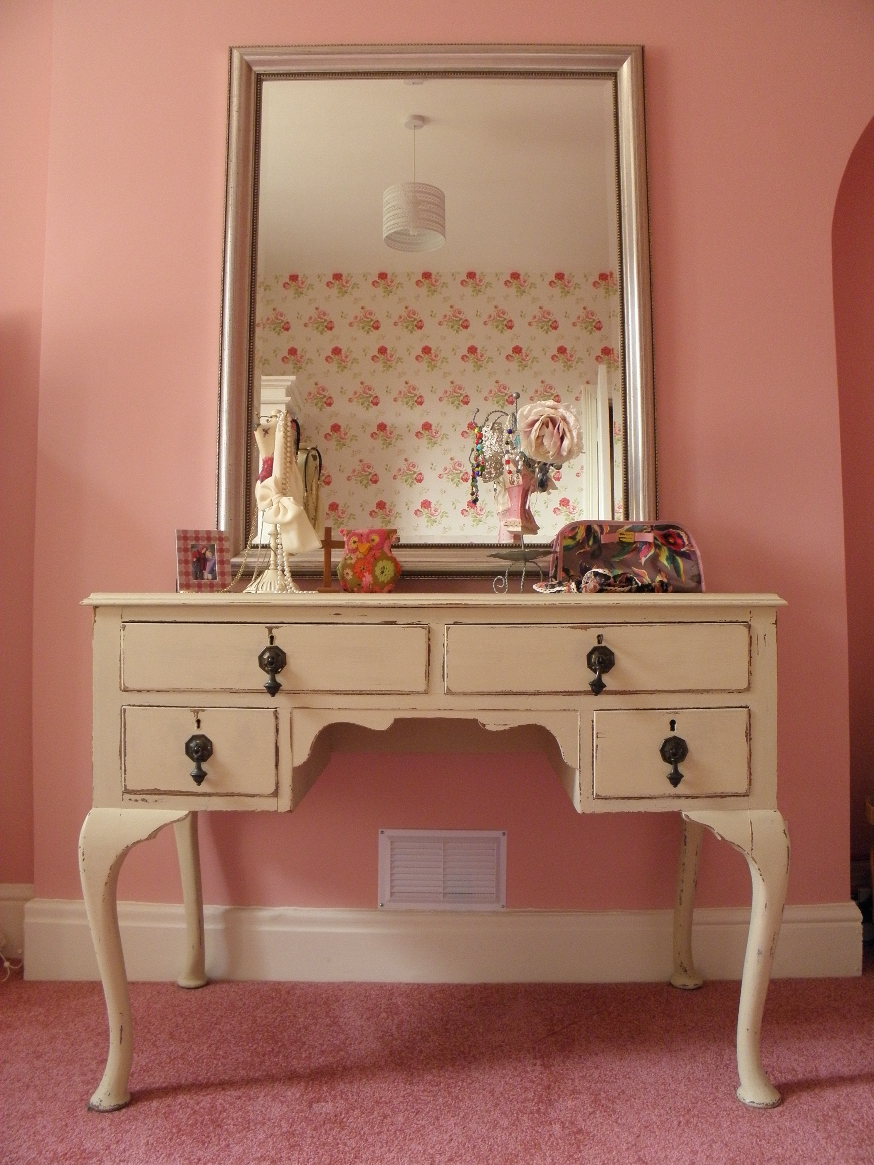 Bedroom Bedroom White Cream Wooden Dressing Table Lighted Mirror Inside Large Pink Mirror (Image 3 of 15)