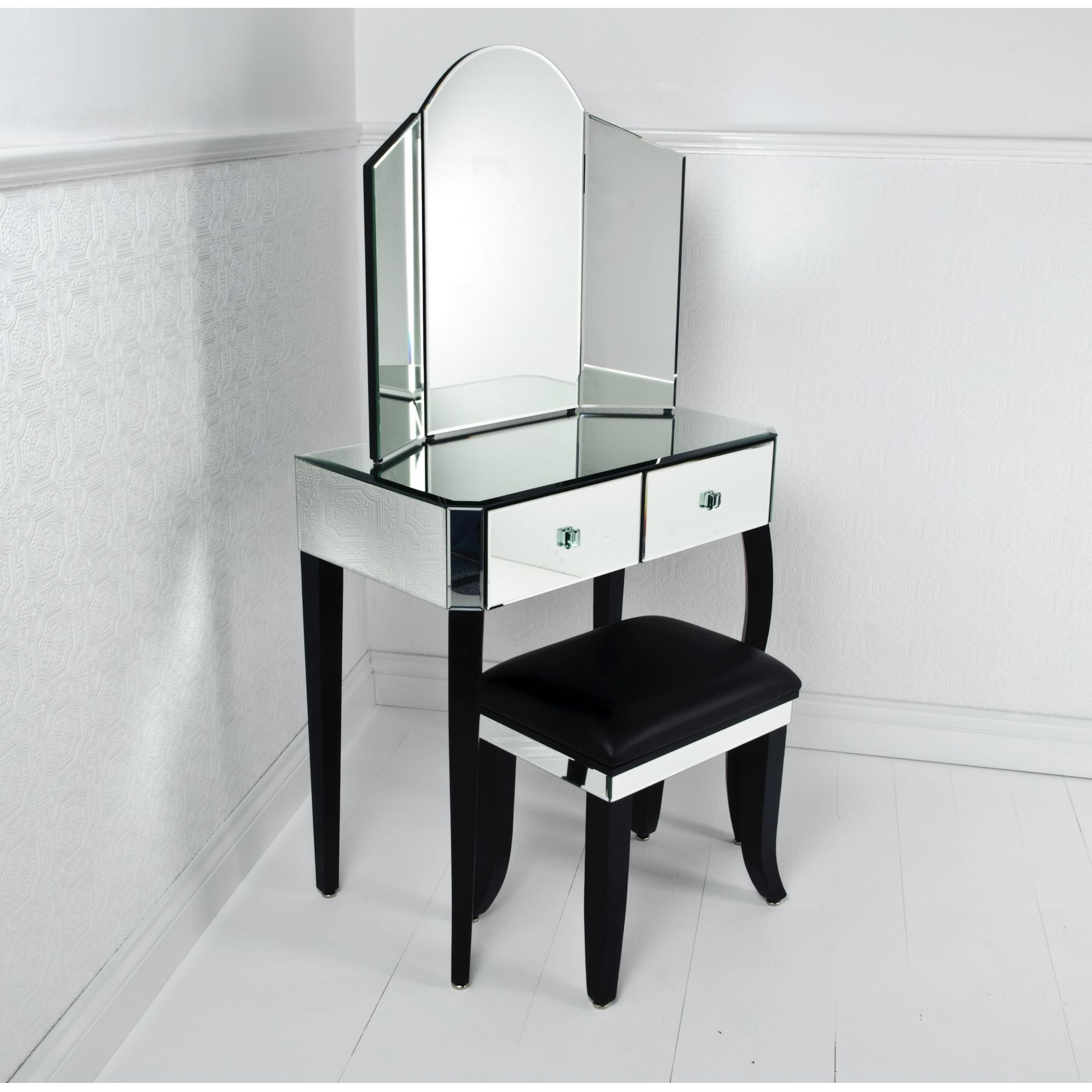 Bedroom Enchanting Dressing Table Lighted Mirror For Bedroom In Decorative  Dressing Table Mirrors (Image 3