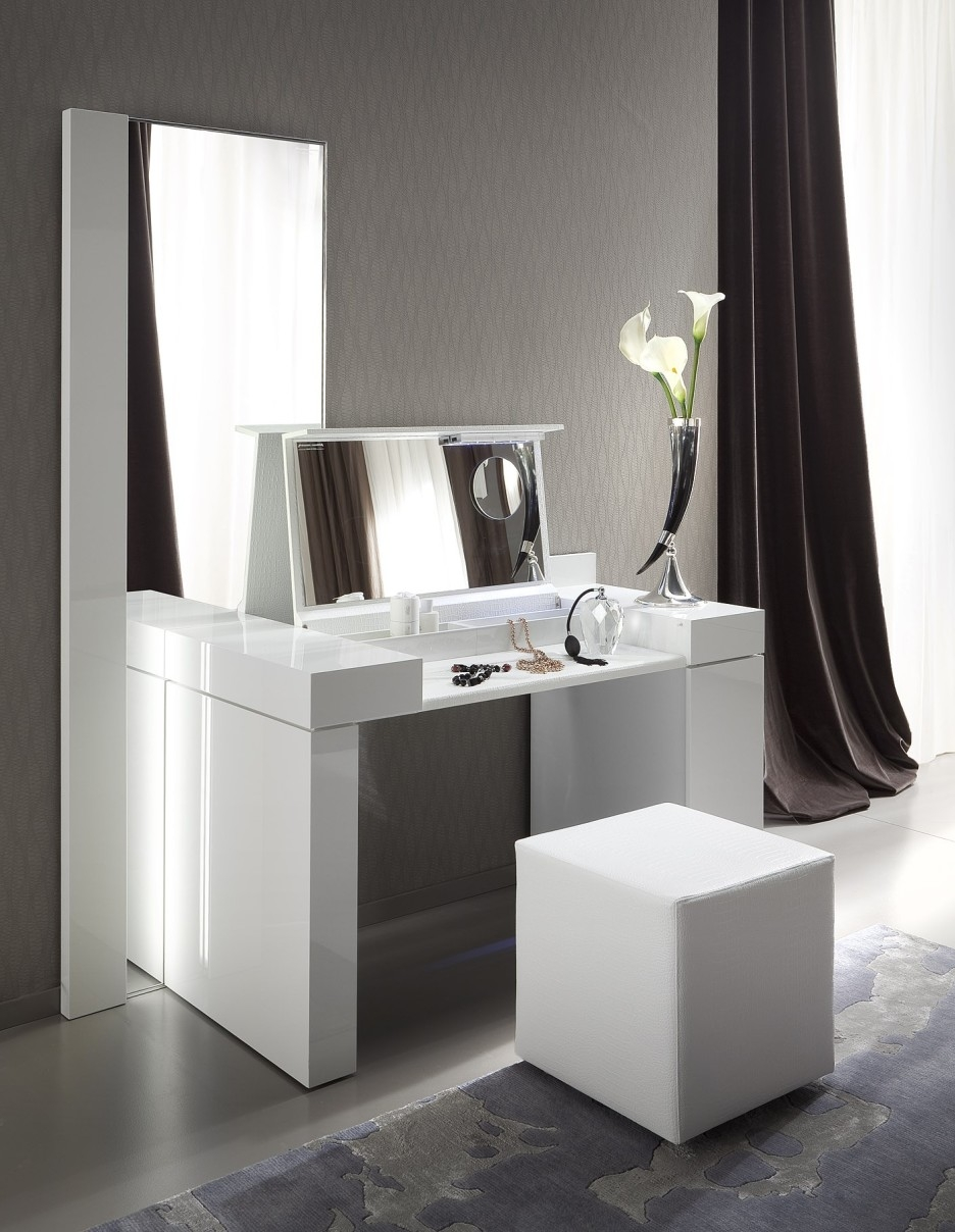 Bedroom Modern White Wooden Make Up Table And Rectangular Mirror For Contemporary White Mirror (Image 2 of 15)