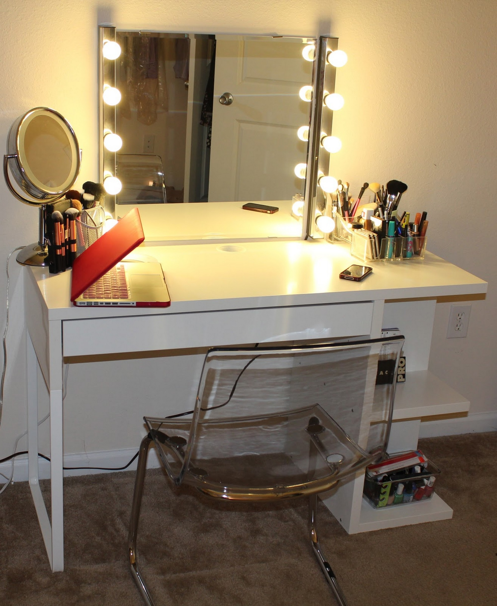 Bedroom White Clear Top Makeup Vanity Table With Large Lighted For Illuminated Dressing Table Mirrors (Image 6 of 15)