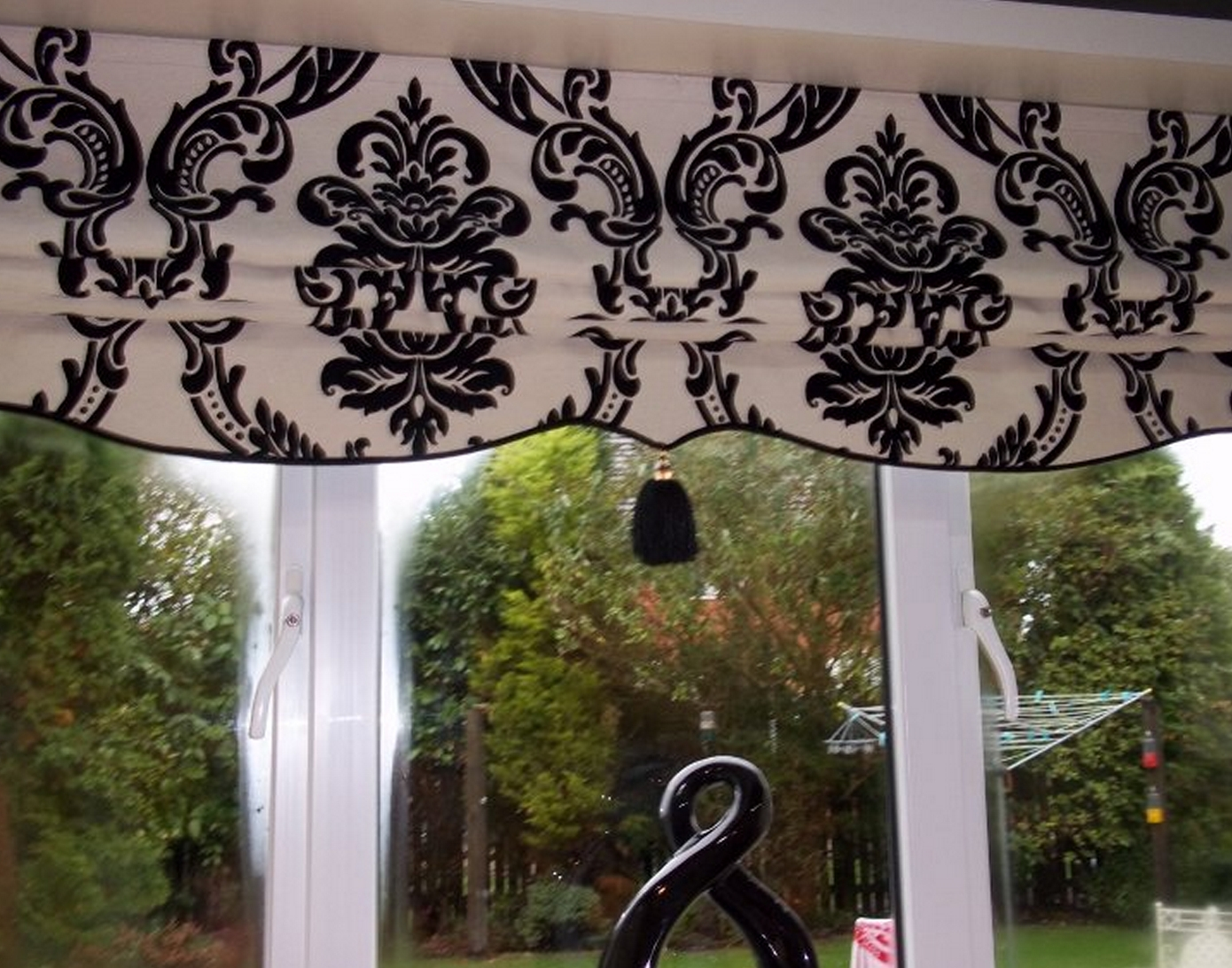 Featured Image of Black And White Roman Blinds