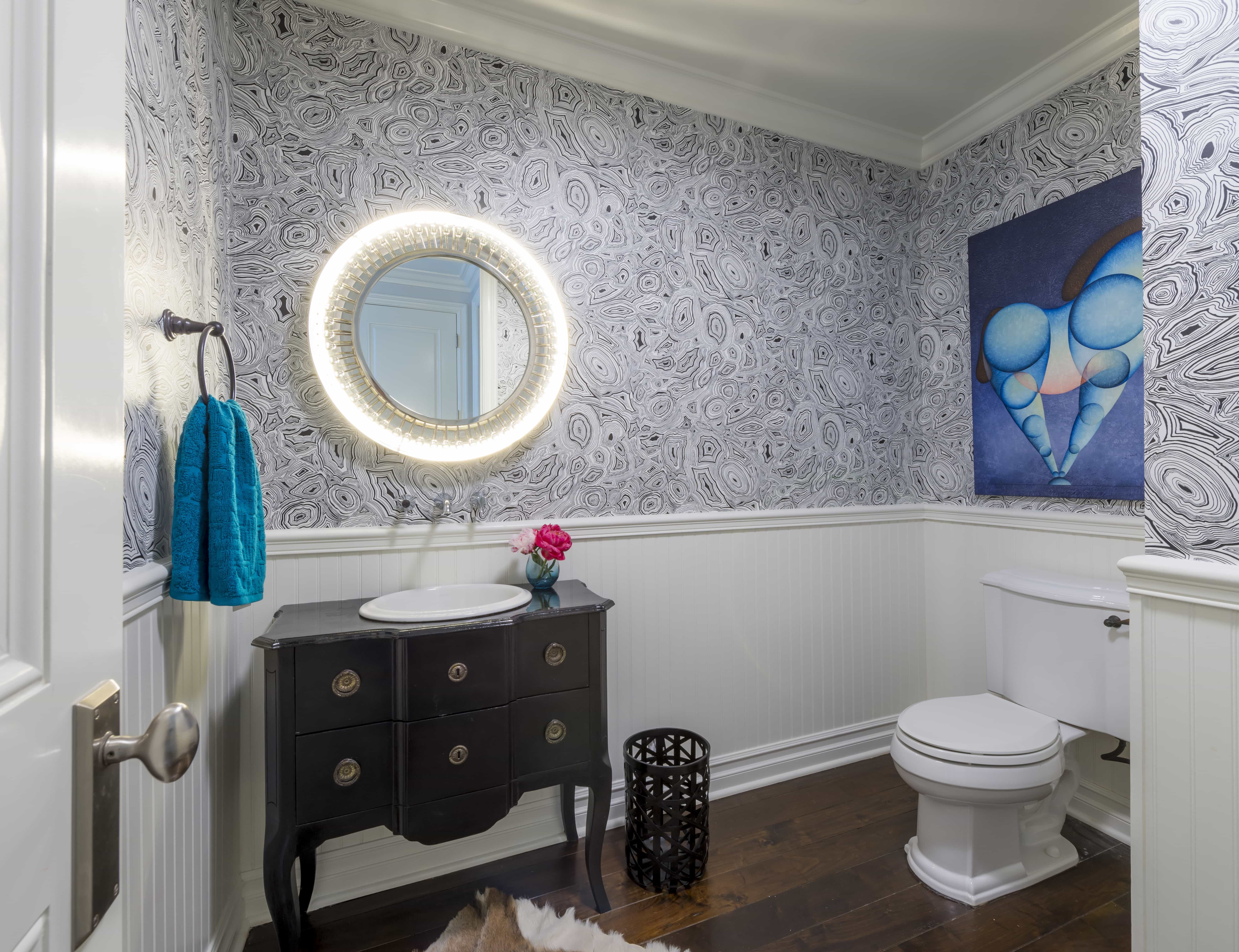 Circular Illuminated Mirror For Toilet Decoration (Image 2 of 8)