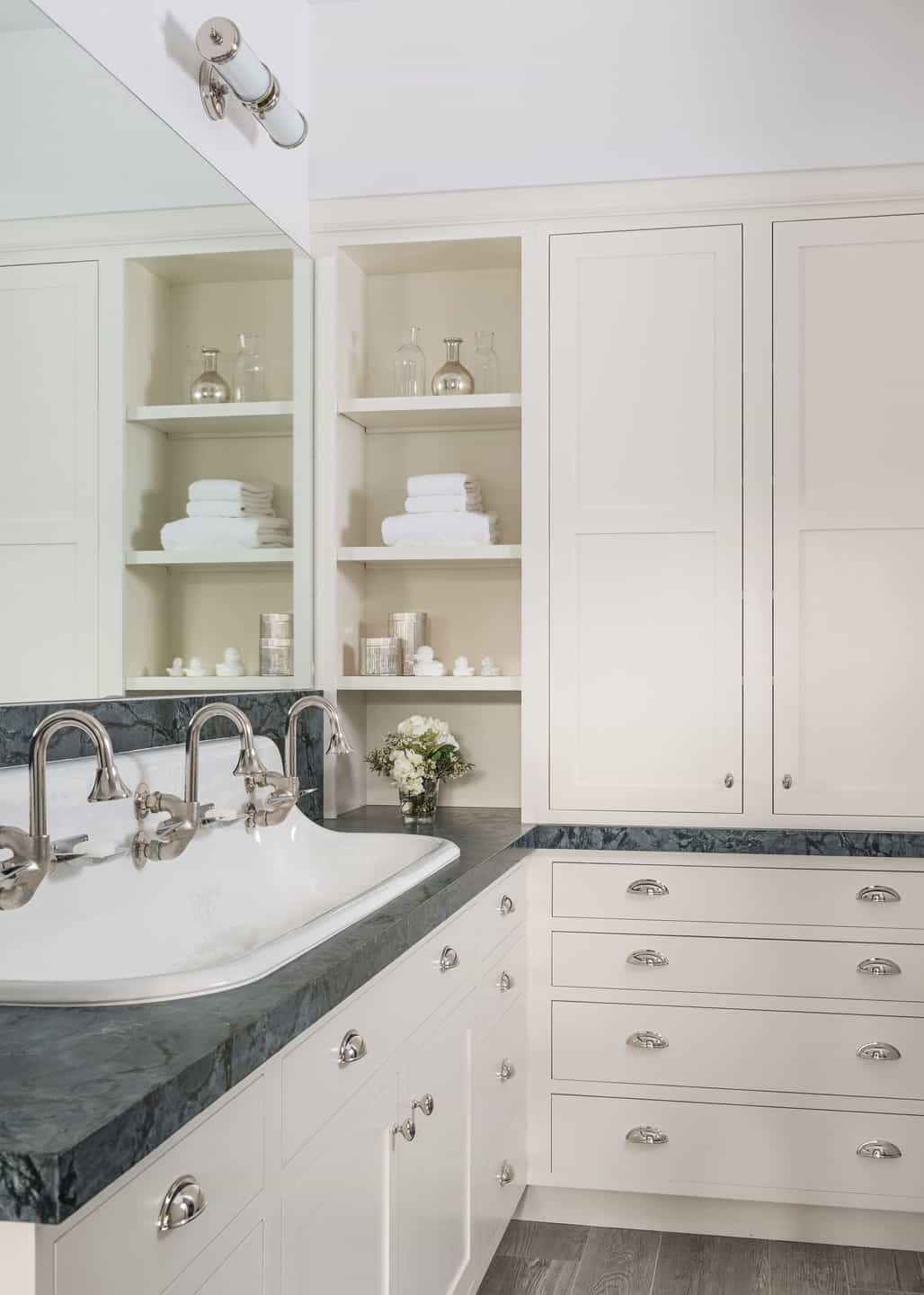 Featured Image of Classic Minimalist Floor To Ceiling Bathroom Cabinets