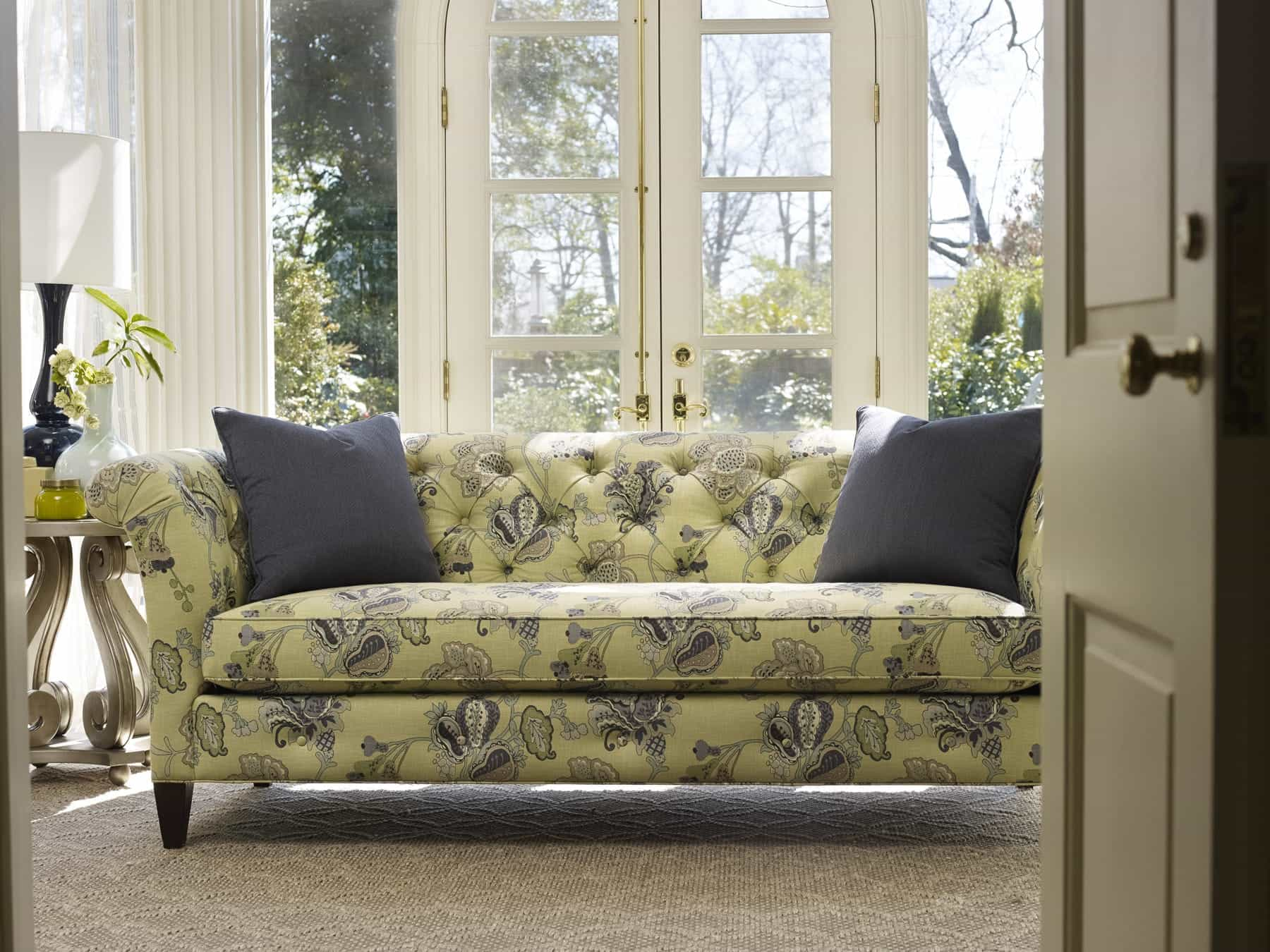 Featured Image of Classical Antique Floral Patterned Sofa