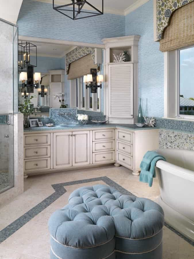 Featured Image of Coastal Cottage Bathroom With Classic Furniture