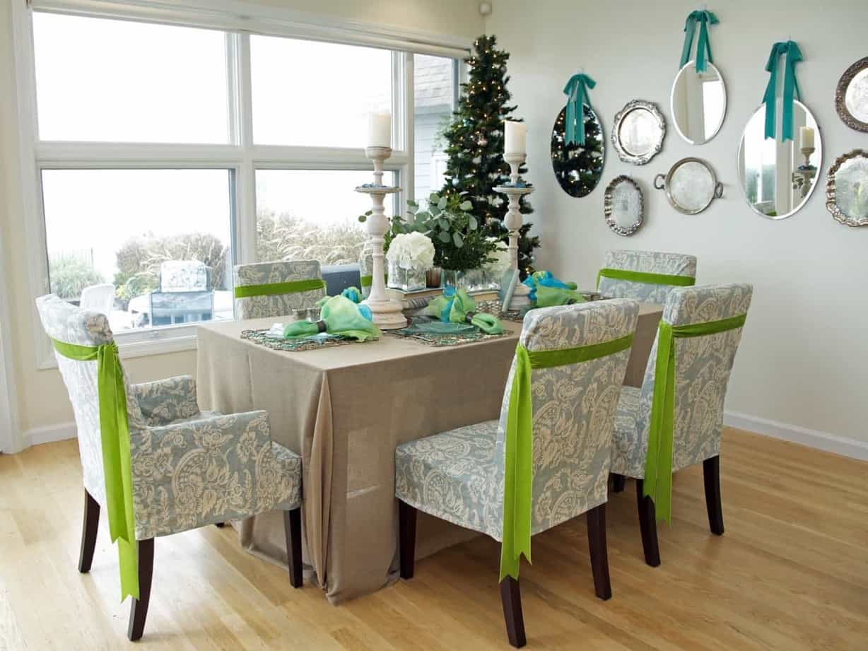 Featured Image of Coastal Holiday Dining Room