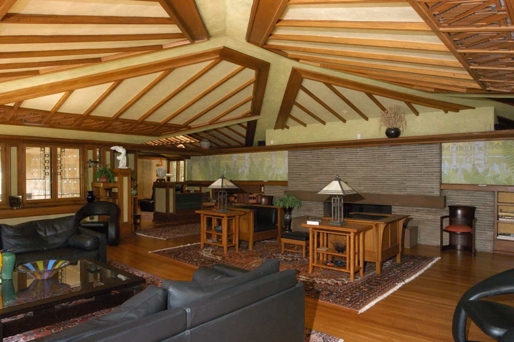 Featured Image of Craftsman Style Furnishings And Traditional Leather Sofas For Rustic Living Room