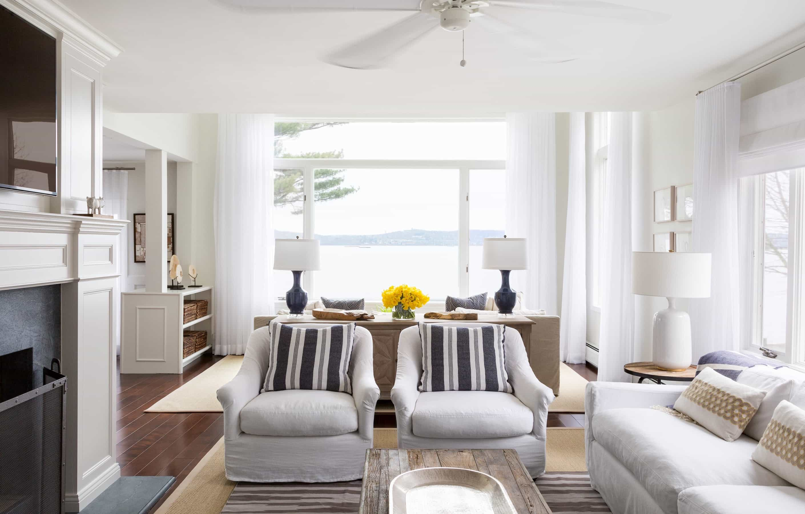 Featured Image of Crisp White And Natural Color Palate Living Room Decor