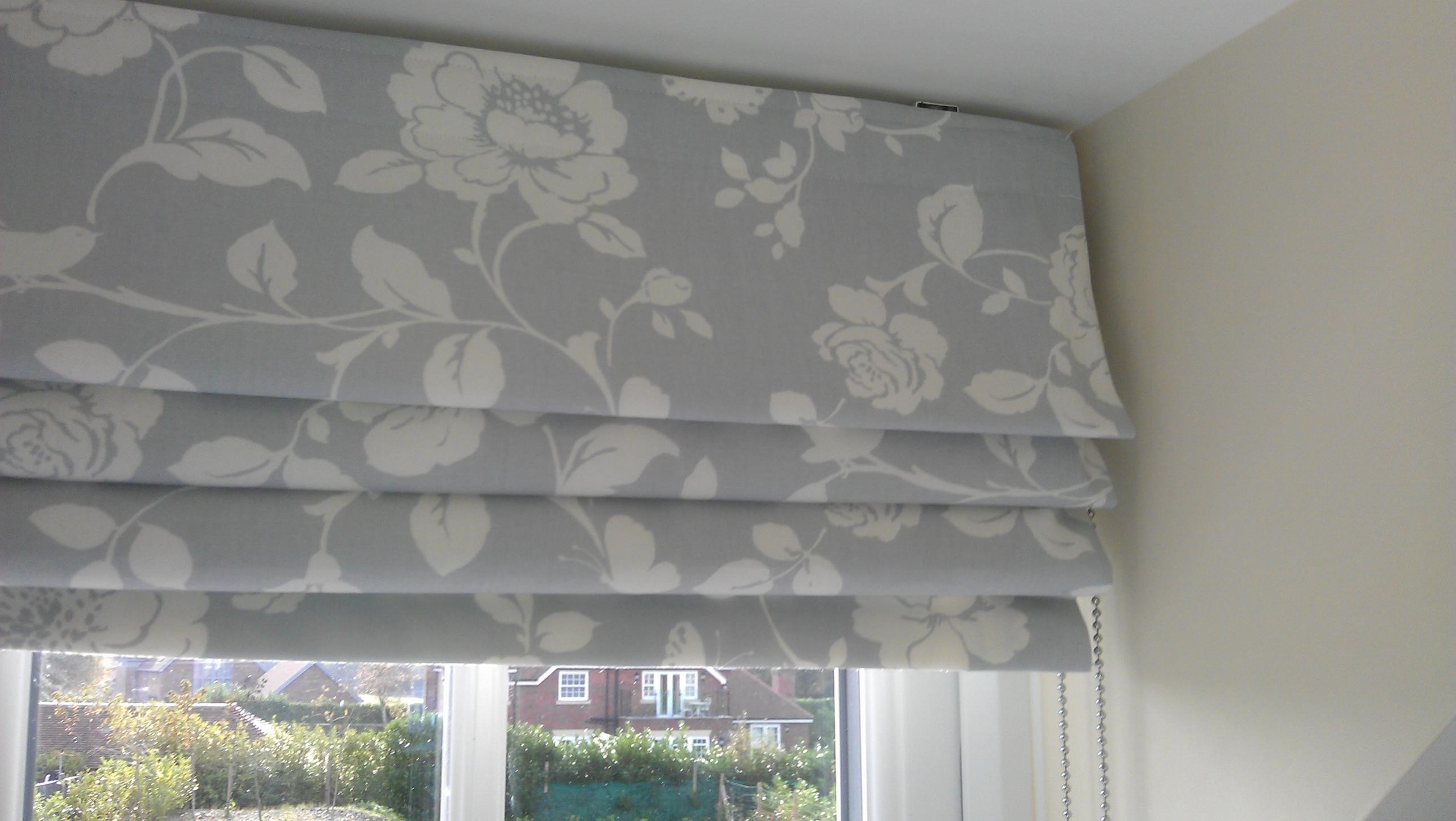 Curtains And Curtains Combination Ideas For Vertical Draperies Within Curtains With Matching Roman Blinds (Image 2 of 15)