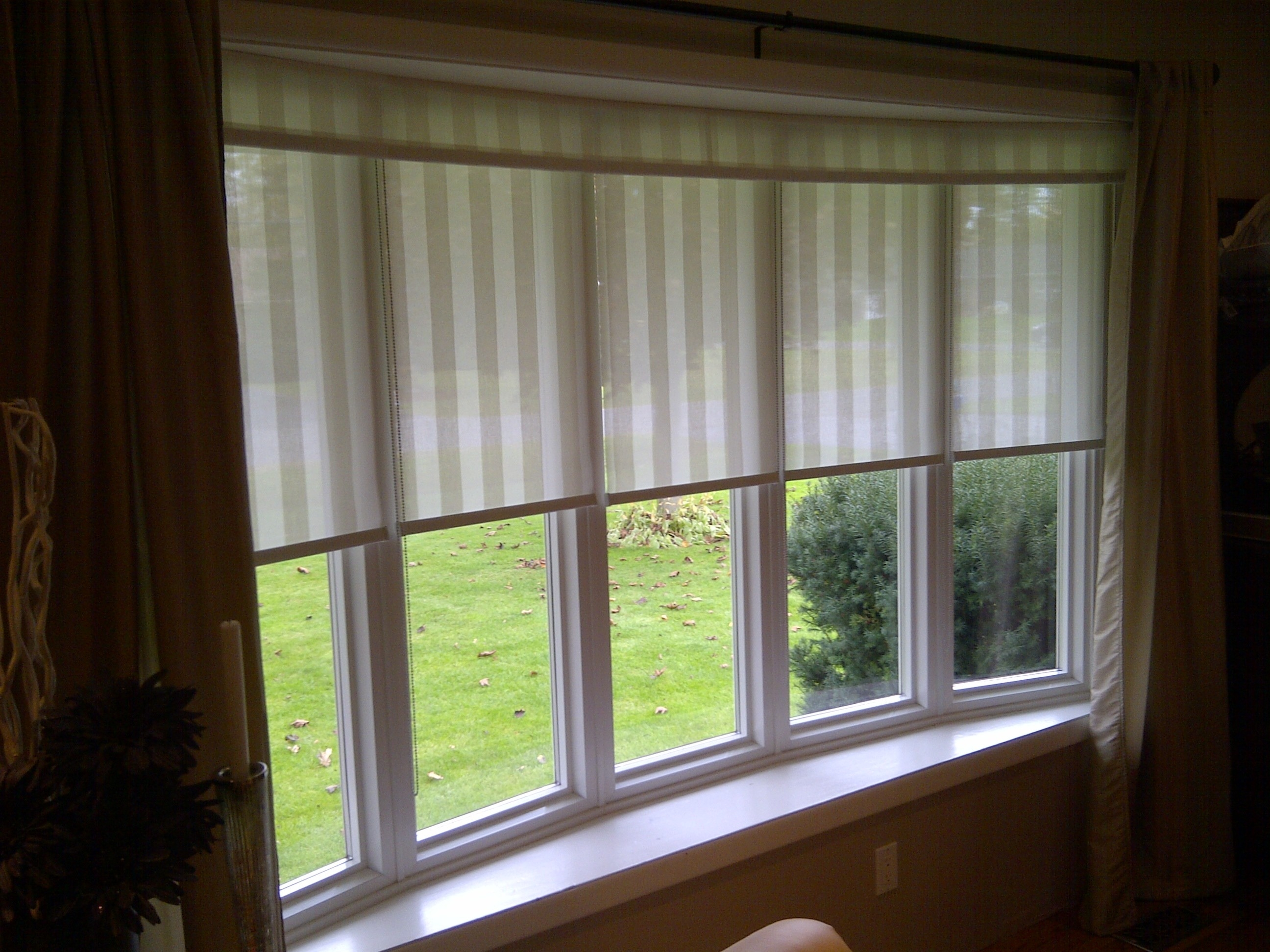 Curtains For Blinds For Bay Windows Afrozep Inside Bay Window Blinds And Curtains (Image 7 of 15)