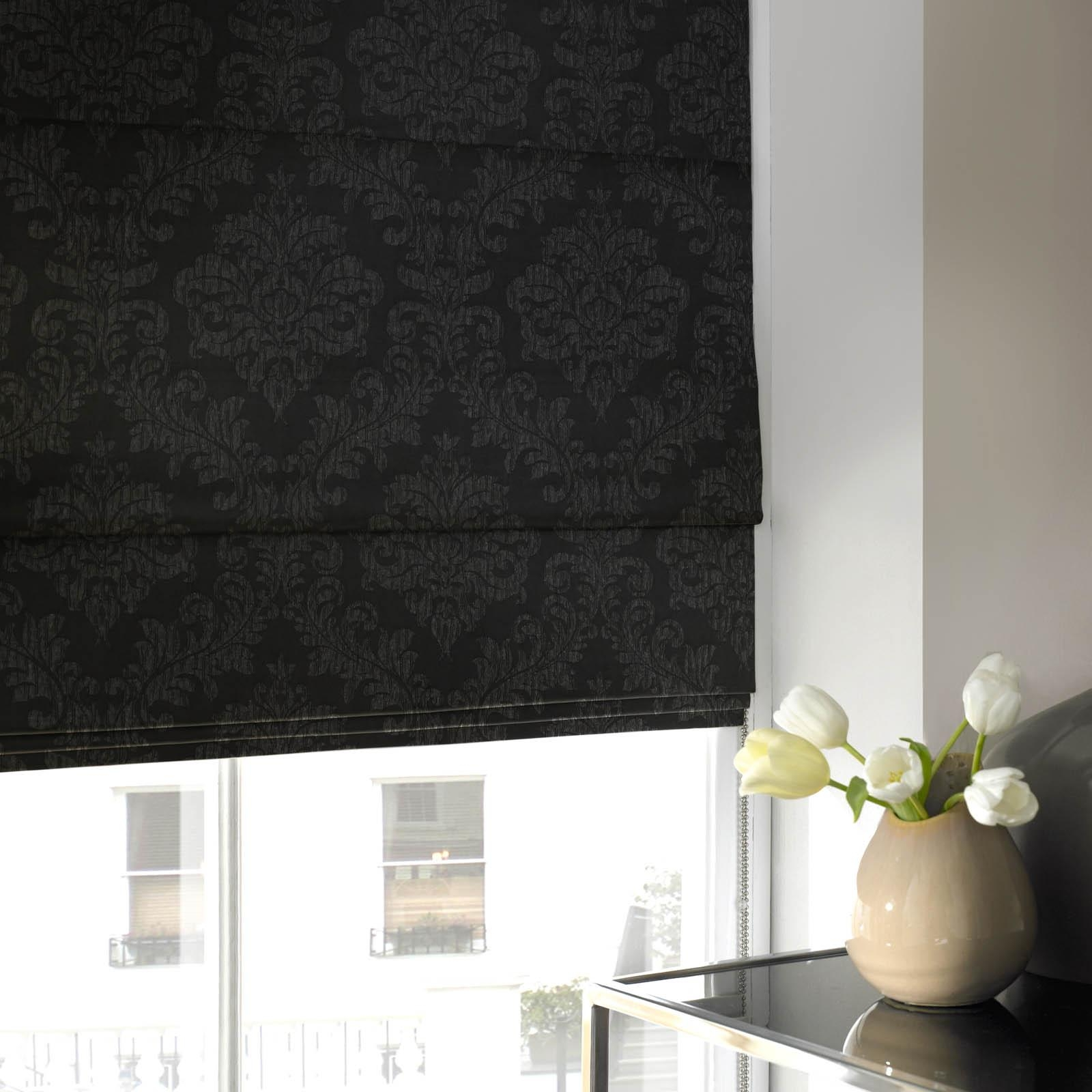 Featured Image of Roman Blinds Black