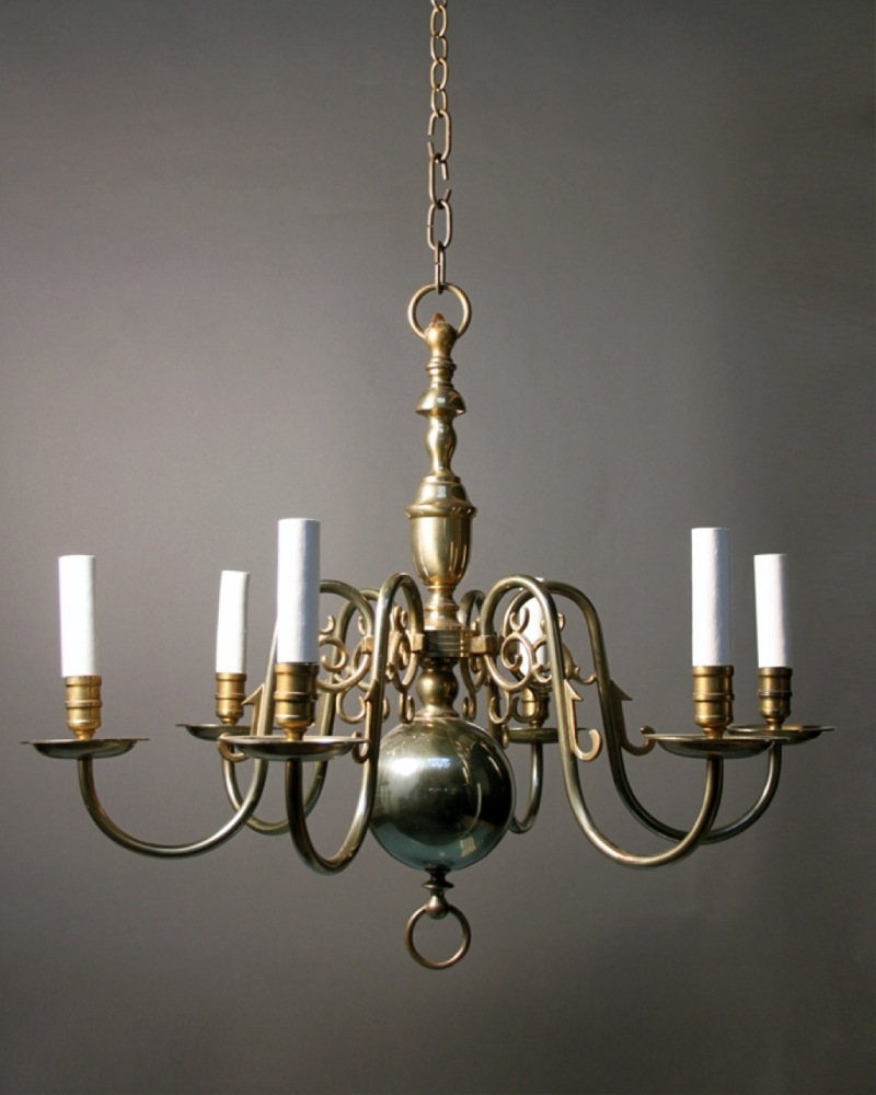 Featured Image of Antique Looking Chandeliers