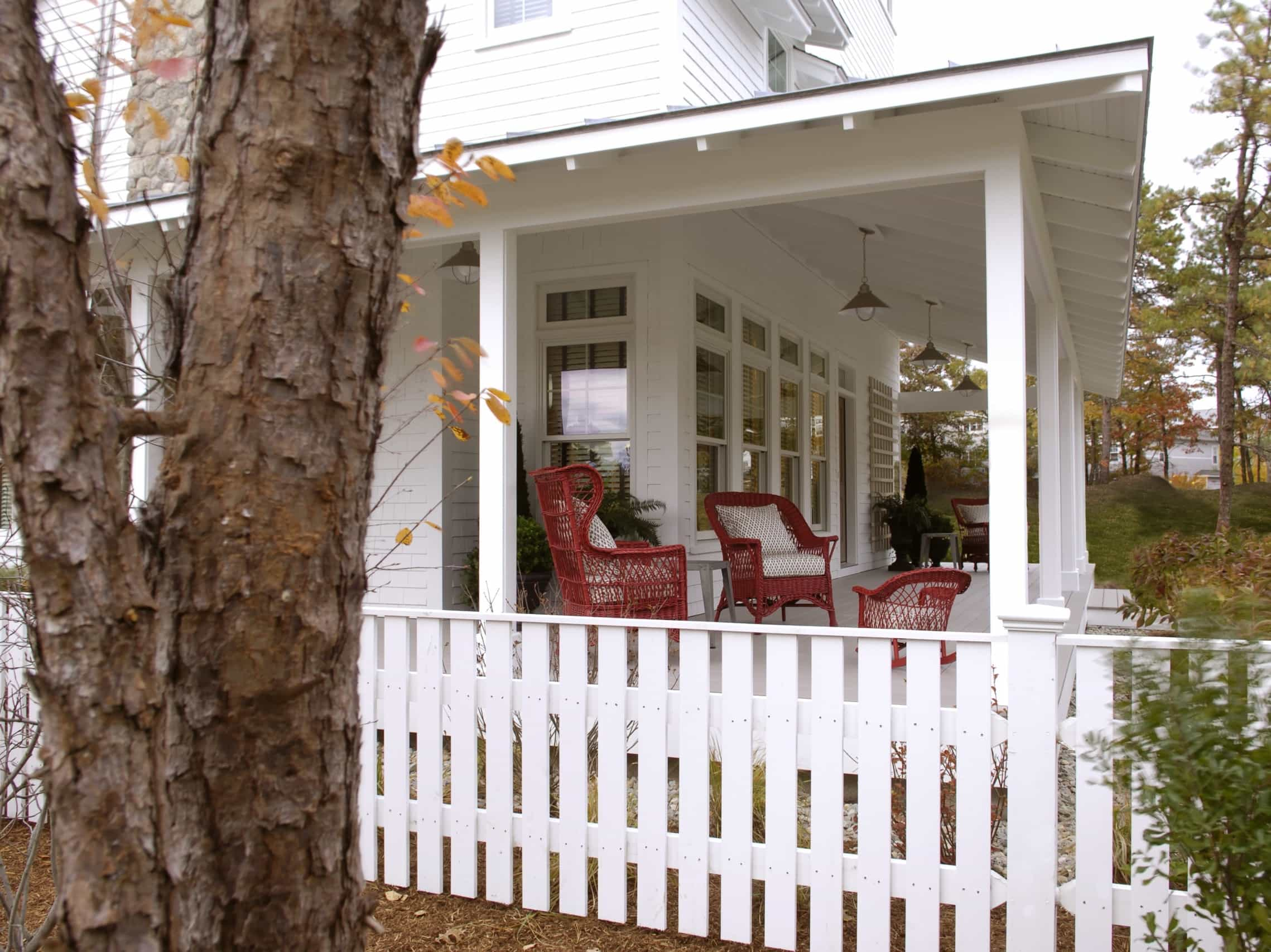 Featured Image of Front Terrace Pillars For White Colonial House With Covered Porch