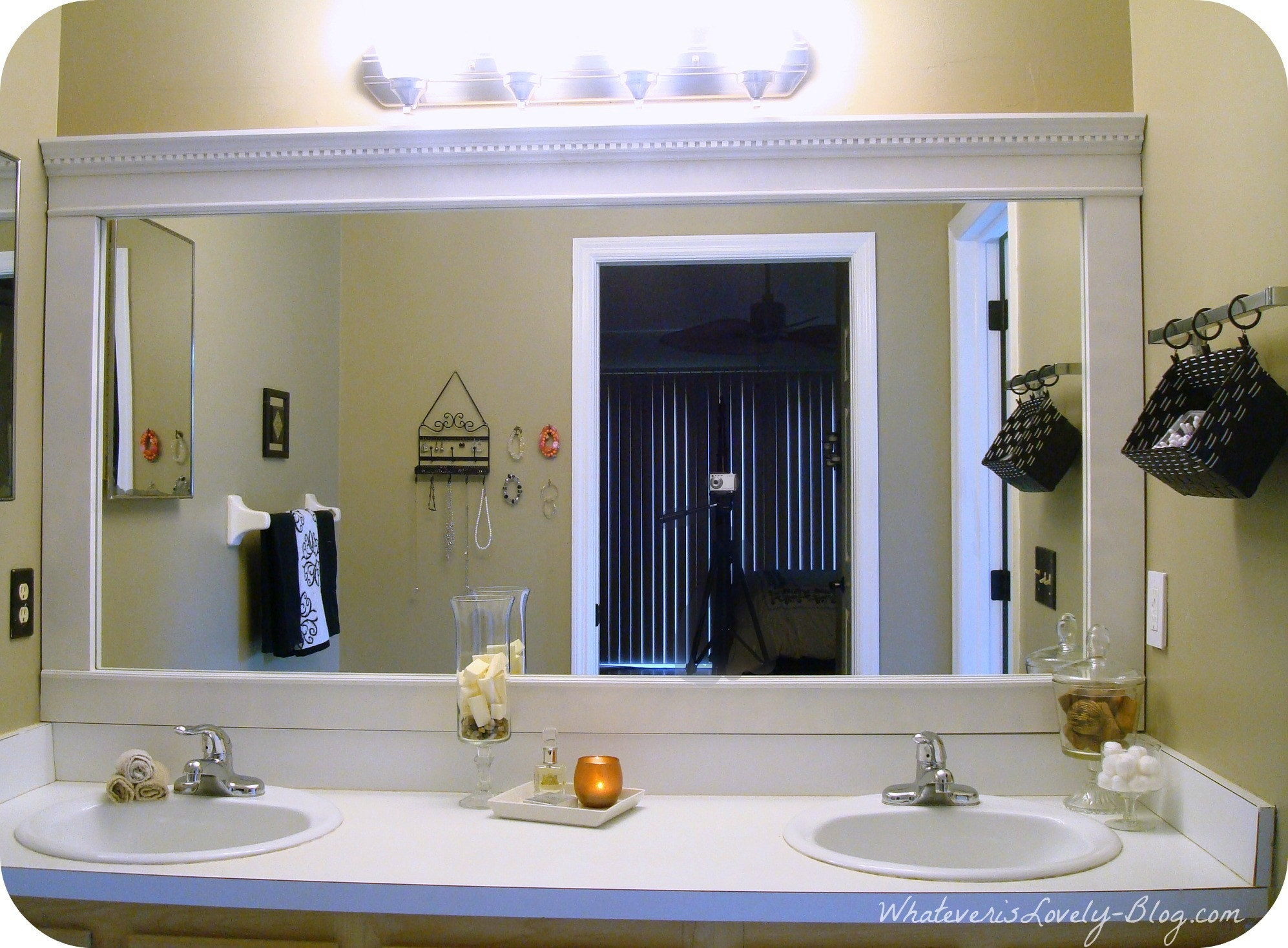 15+ Funky Mirrors For Bathrooms