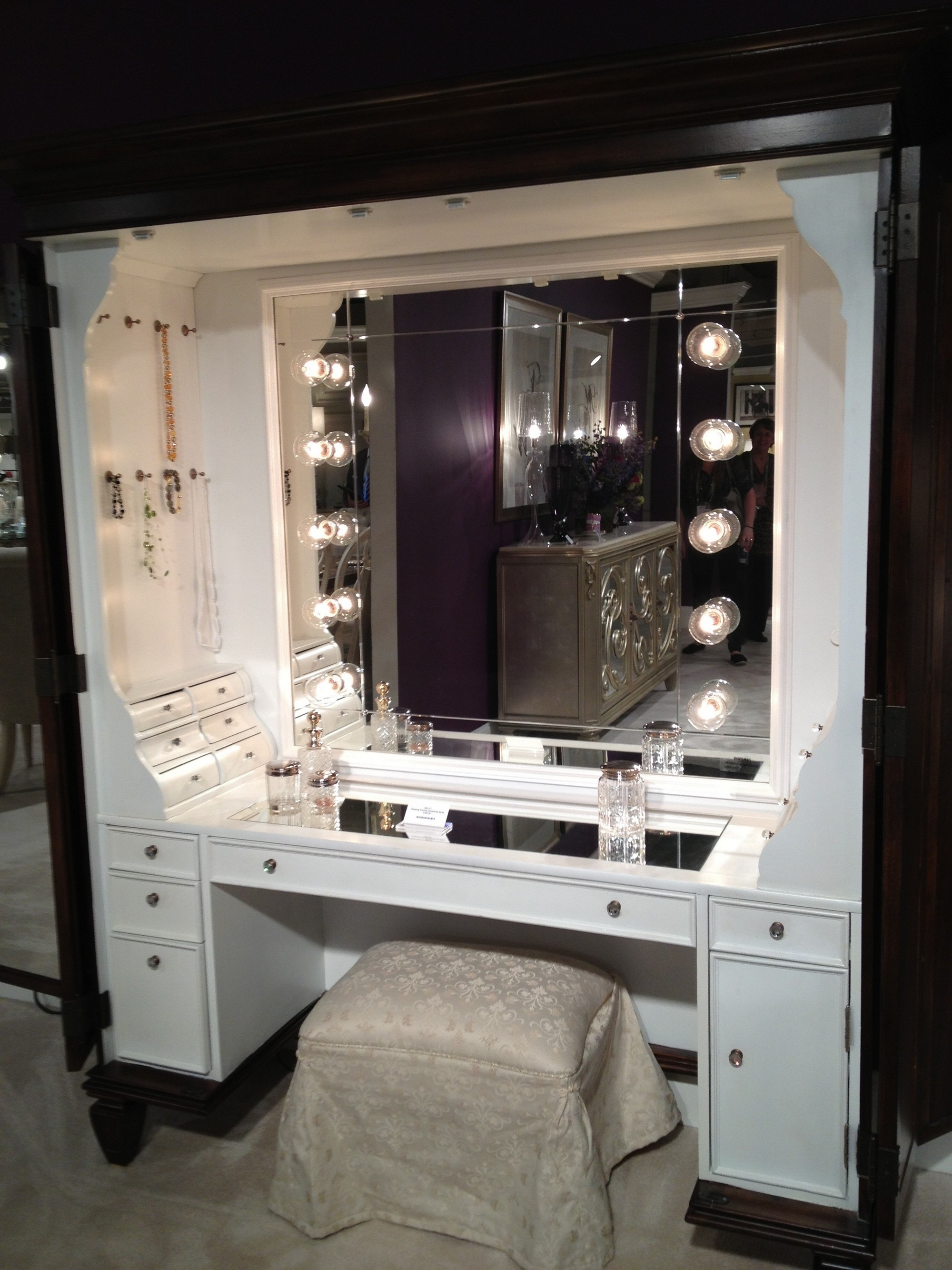 Furniture Black Makeup Table With Lighted Mirror And Small Fabric Regarding Illuminated Dressing Table Mirrors (Image 10 of 15)