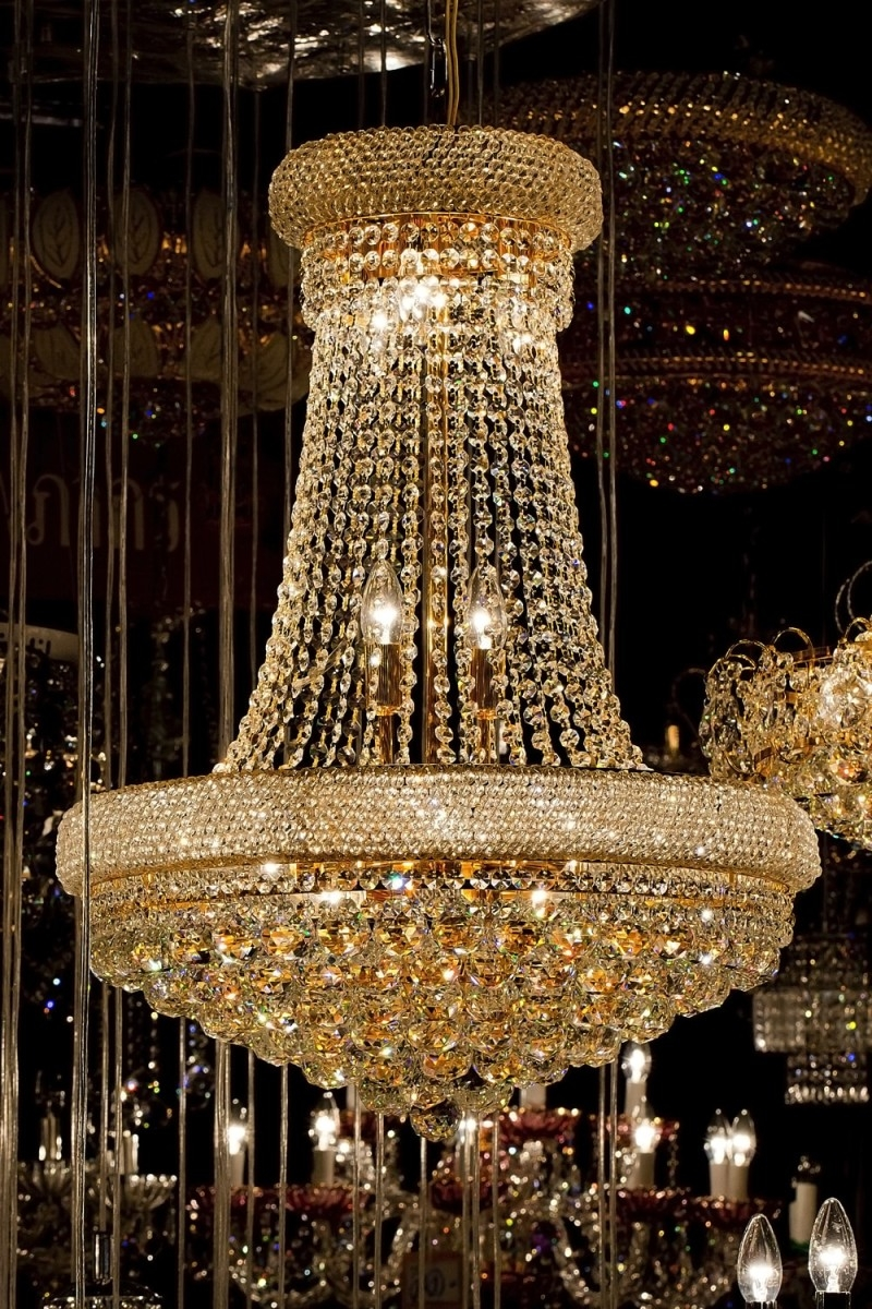 High End Chandeliers And Unique Crystal Chandeliers Regarding Giant Chandeliers (Image 9 of 15)