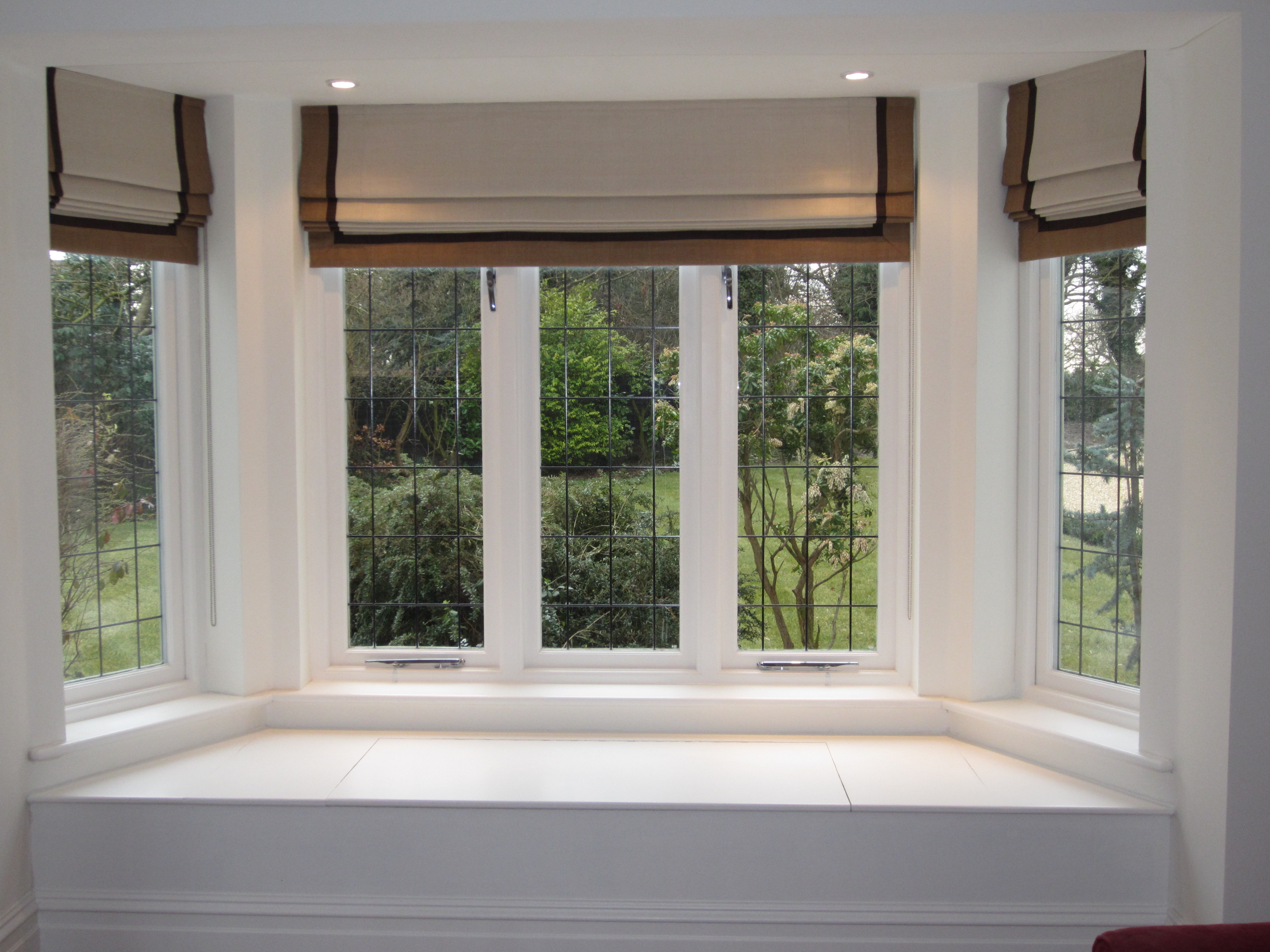 How Do Roman Blinds Work Curtaingirldotcom In Long Roman Blinds (Image 7 of 15)