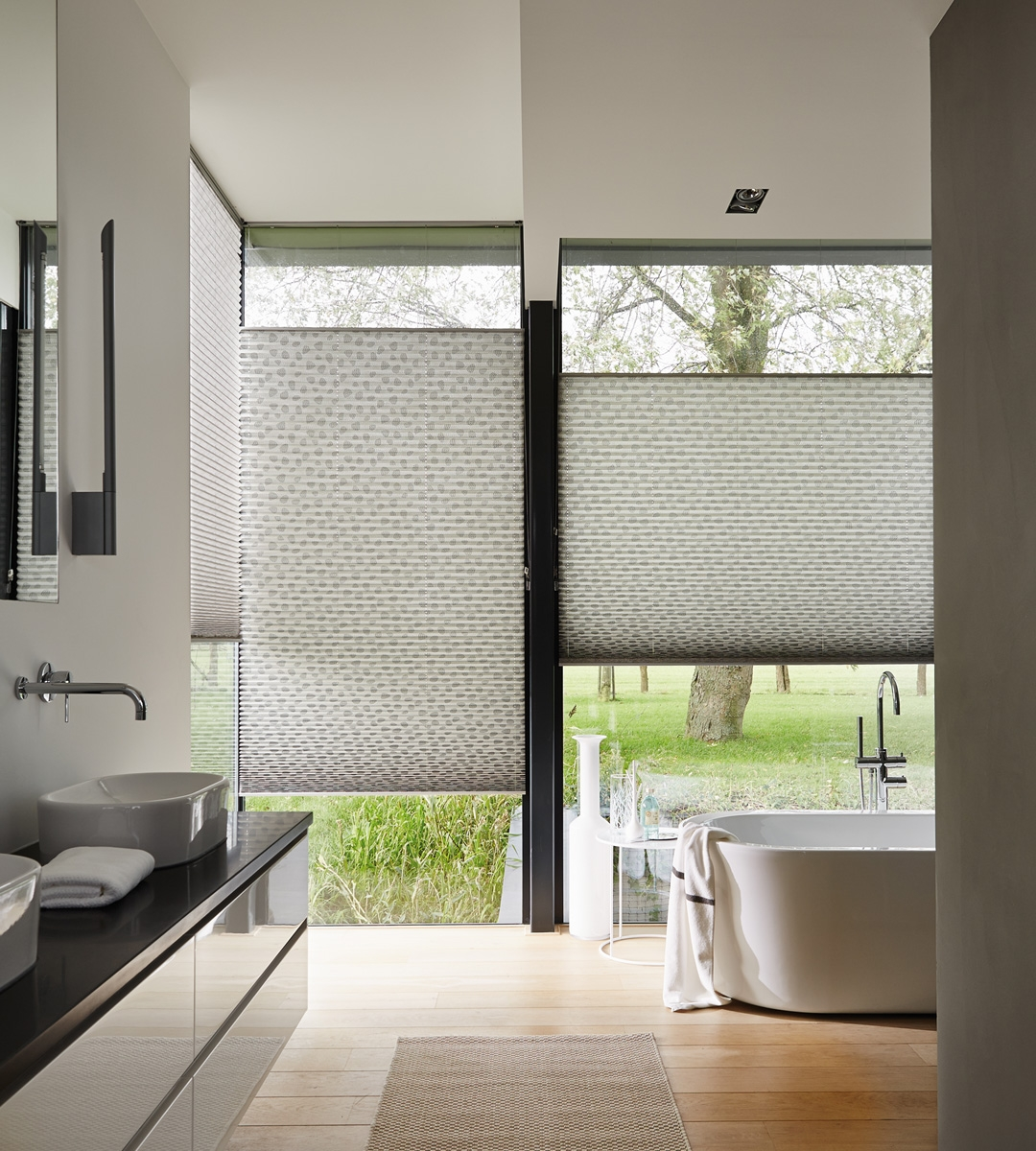 How To Choose Perfect Bathroom Blinds In Bathroom Blinds (View 8 of 15)