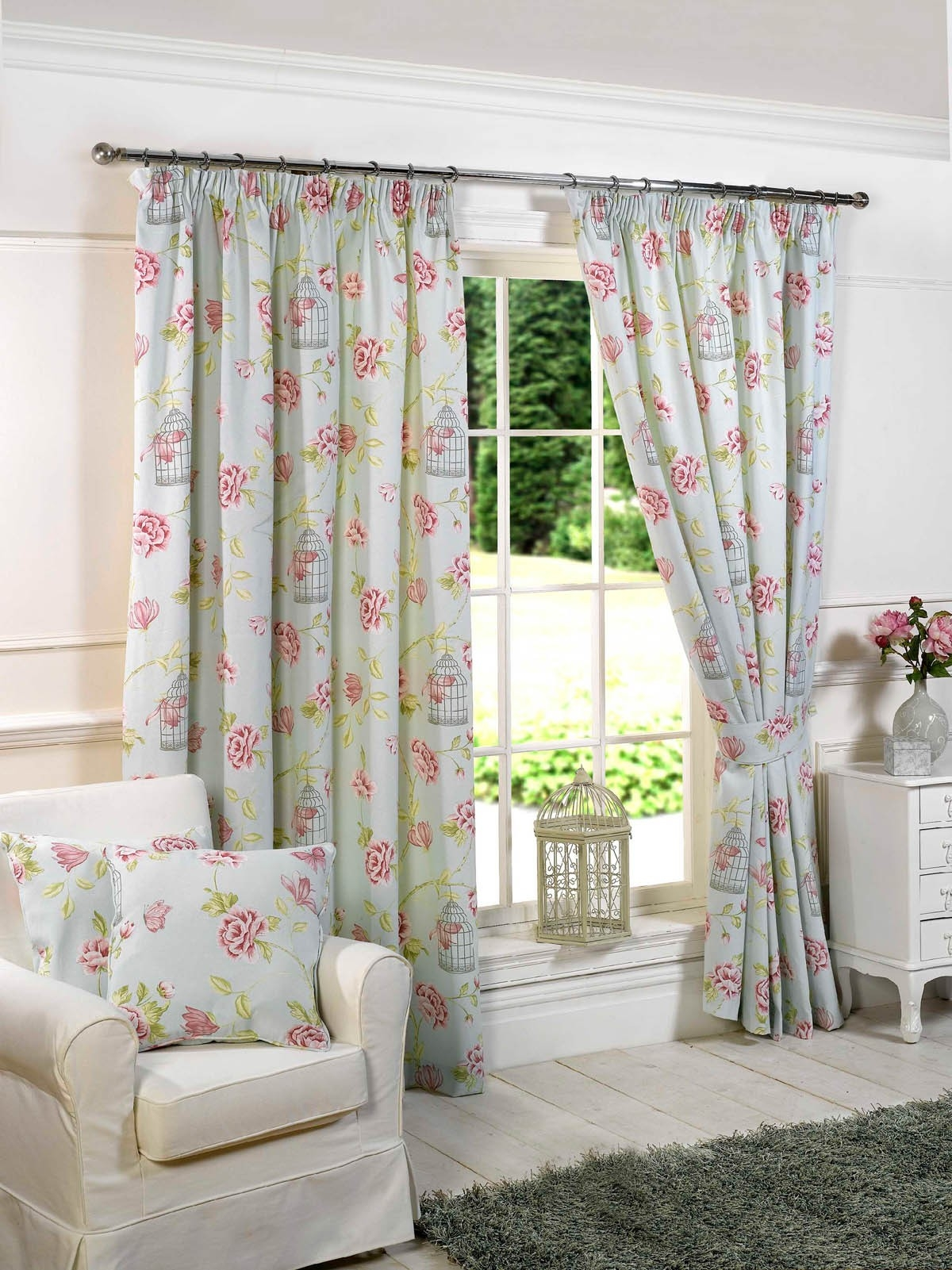 15 best ideas ready made curtains for large bay windows. Black Bedroom Furniture Sets. Home Design Ideas