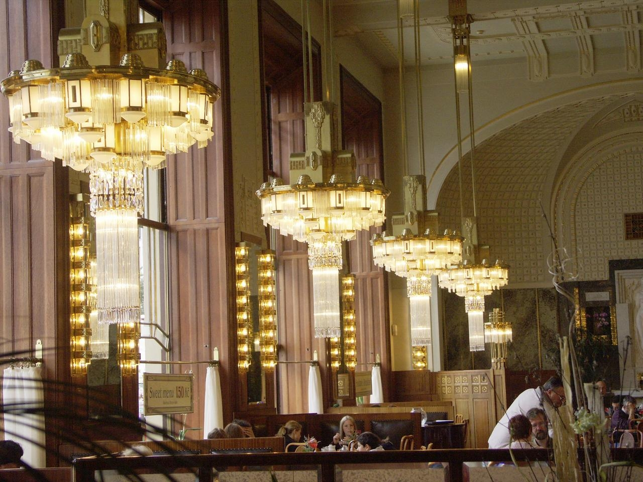 Featured Image of Restaurant Chandeliers