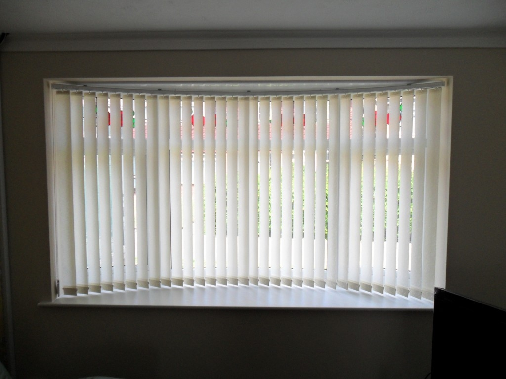 Inspiring Idea For Bow Window Curtain Rods Contemporary With In Bay Window Blinds And Curtains (Image 14 of 15)