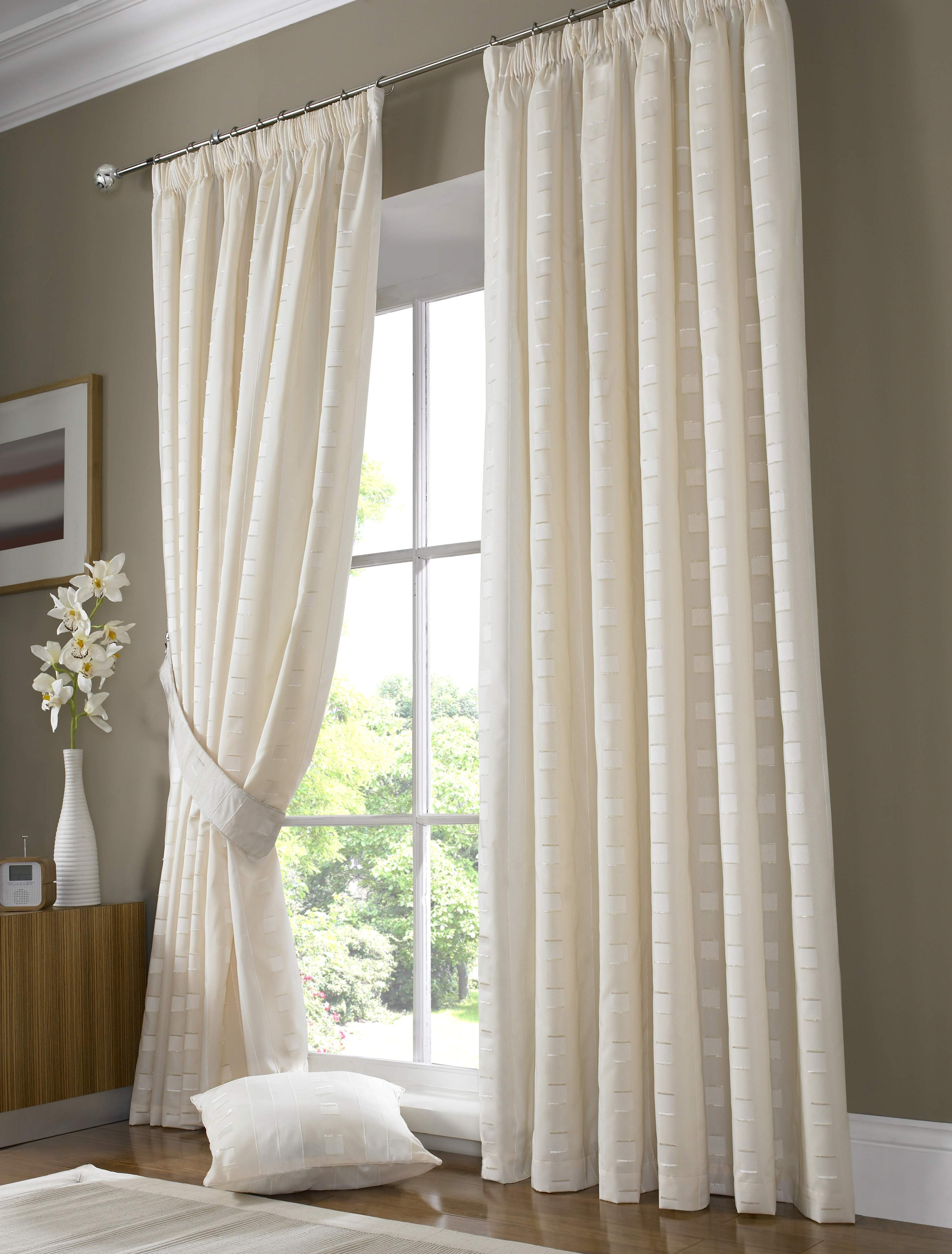 Featured Image of Fitted Curtains And Blinds