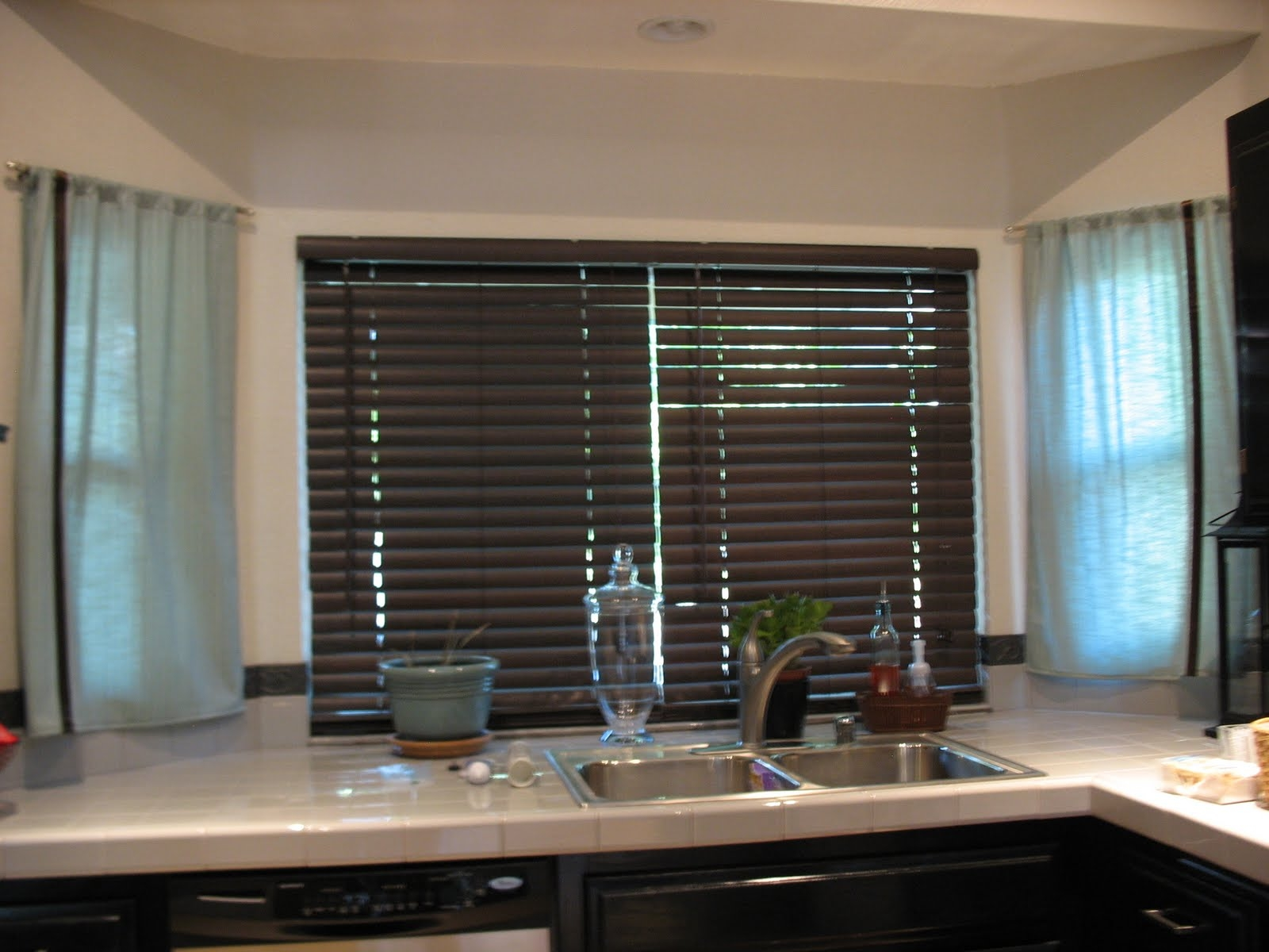 Kitchen Curtains With Wood Blinds Best Curtains 2017 Inside Kitchen Curtains And Blinds (Image 9 of 15)