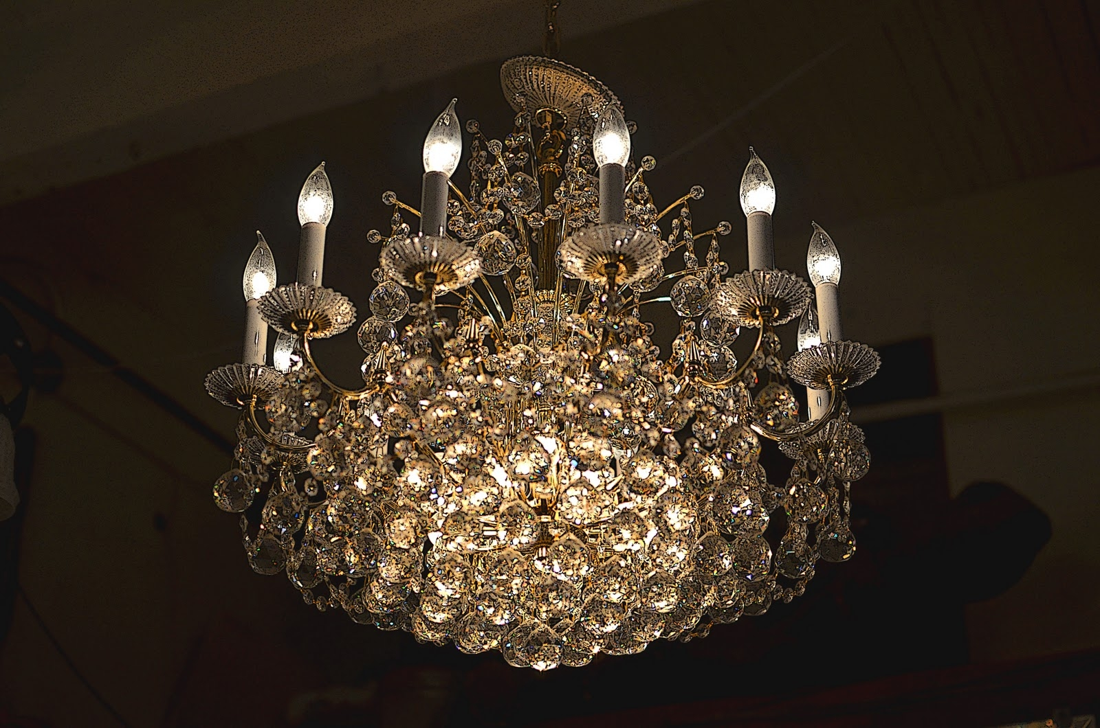 Featured Image of Weird Chandeliers