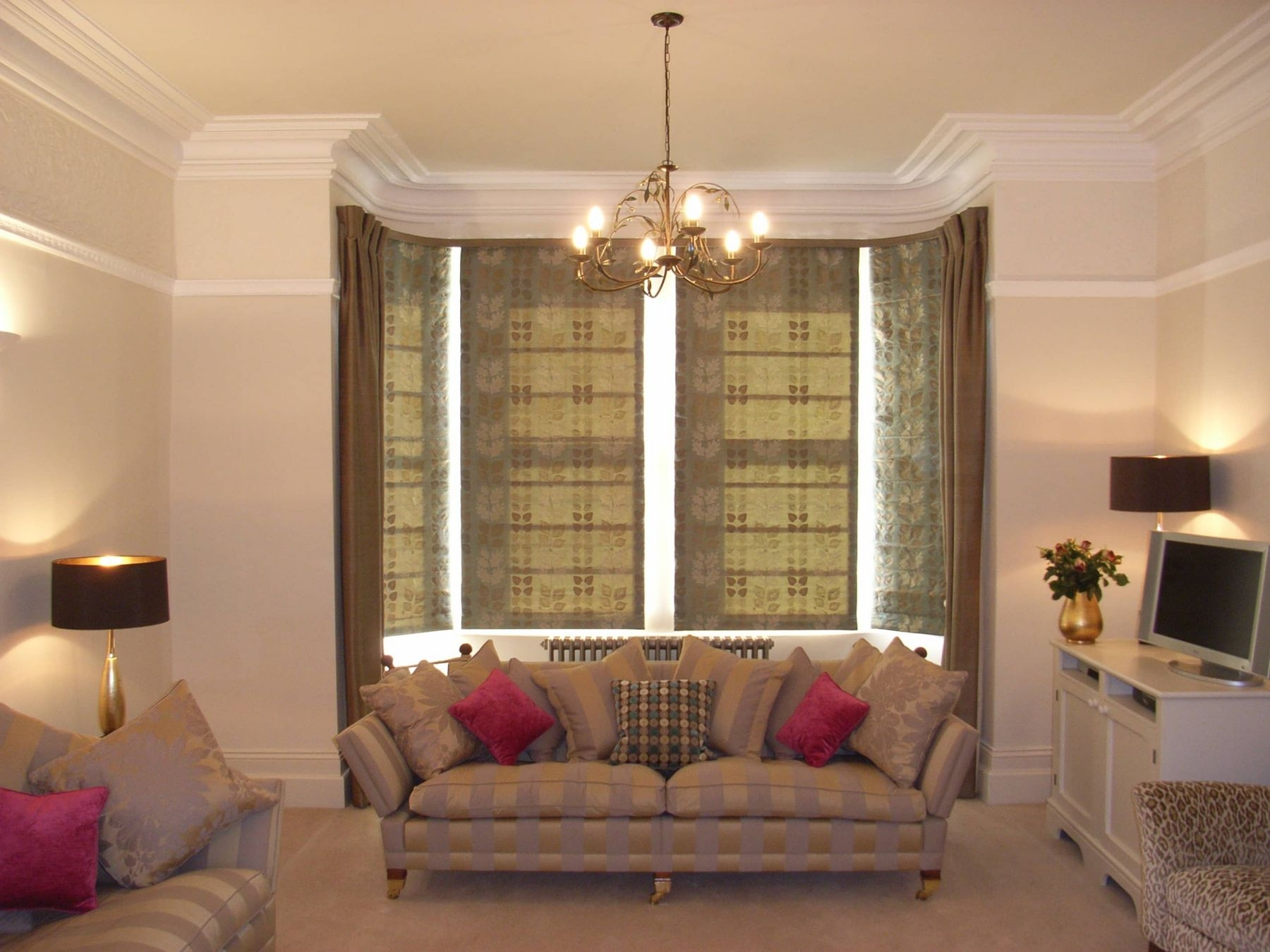 Living Rooms Style Within Intended For Long Roman Blinds (View 7 of 15)