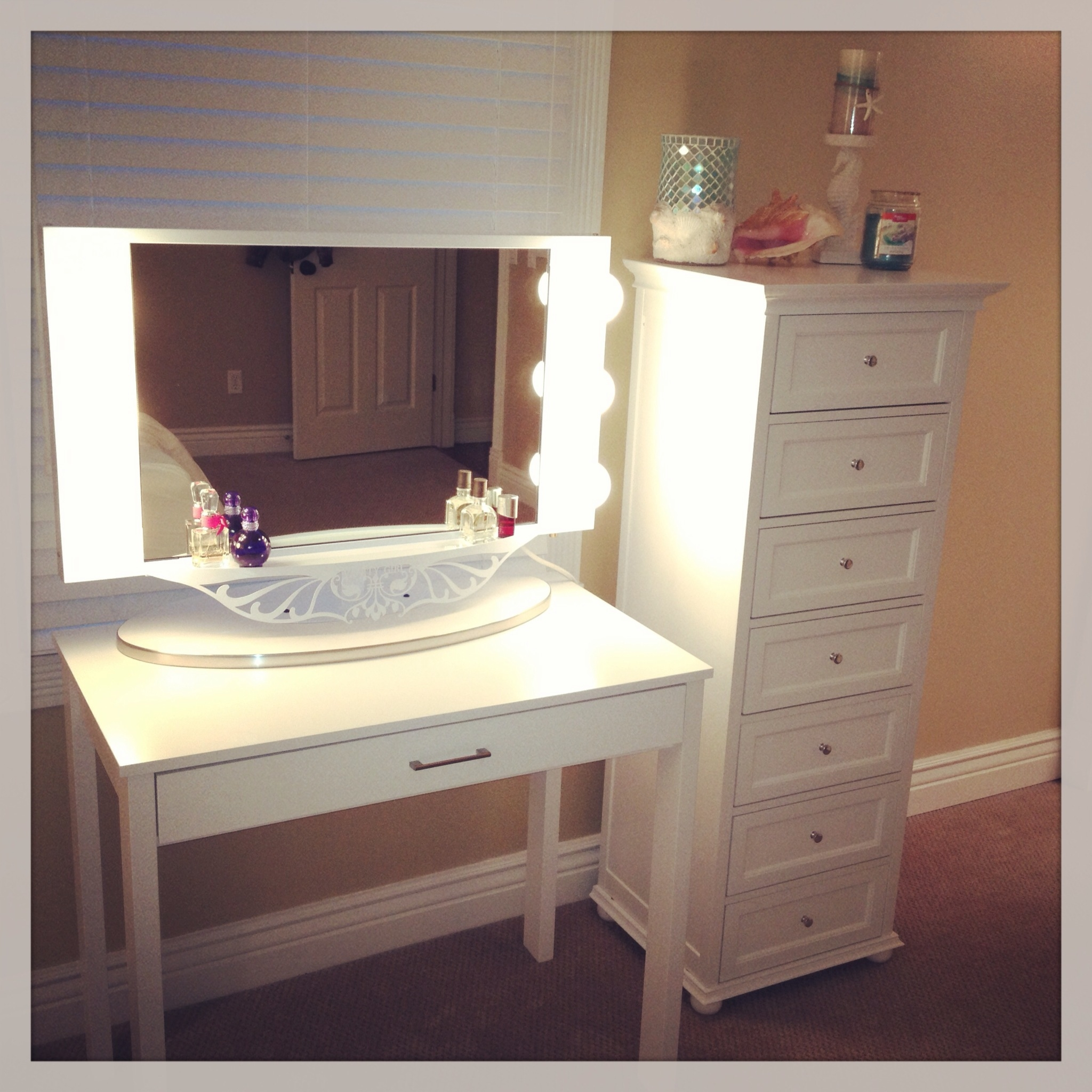 Makeup Vanity For A Small Area Desk From Target Drawers From In Free Standing Dressing Table Mirror (Image 11 of 15)