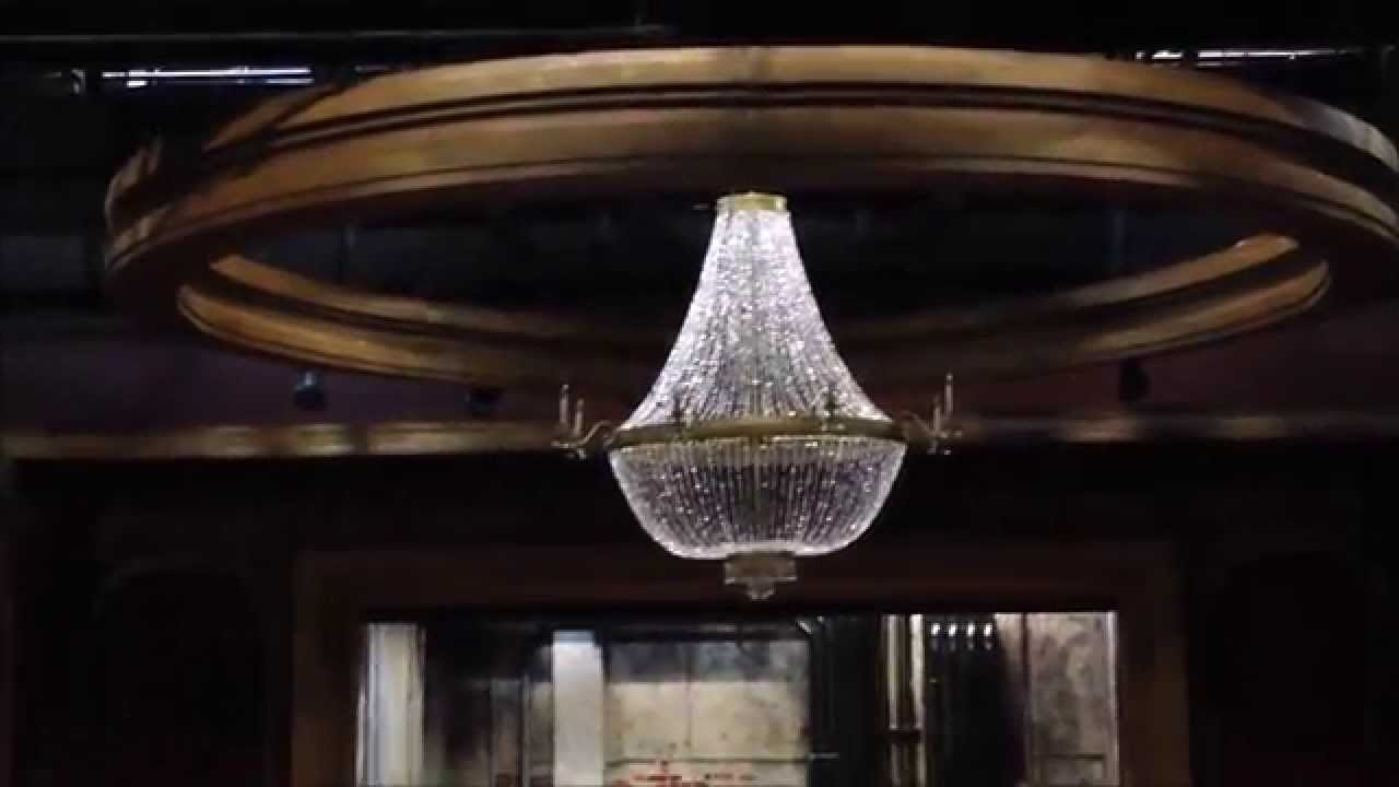 Featured Image of Giant Chandeliers