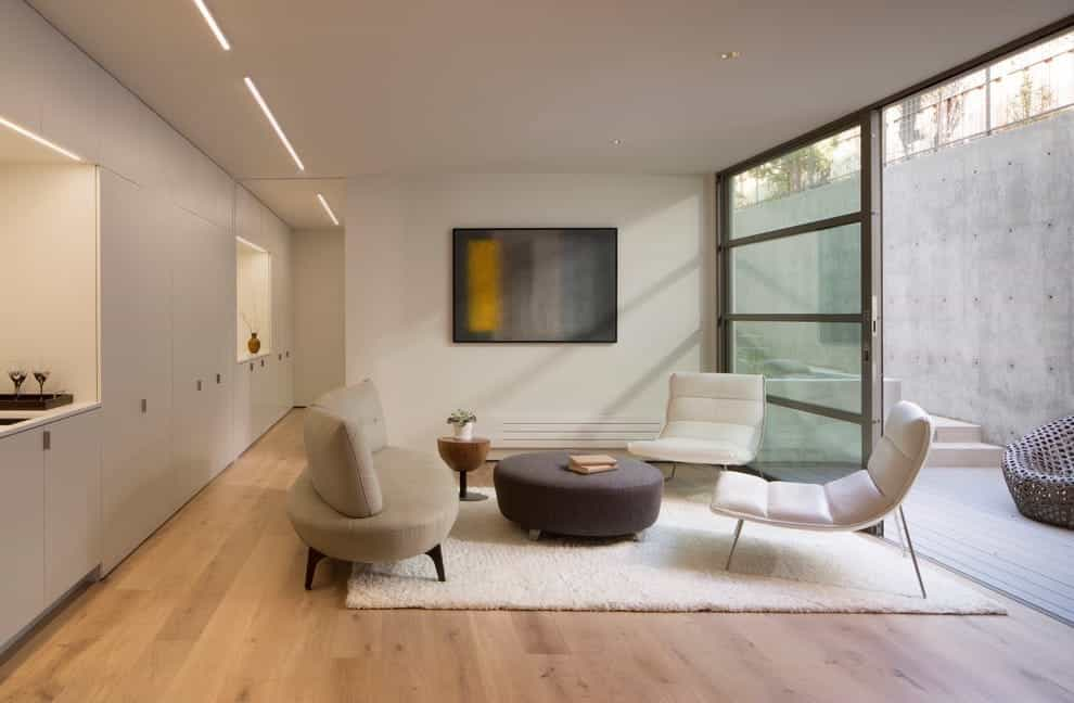 Featured Image of Minimalist Formal Living Room With Elegant Sofa And Light Hardwood Floors