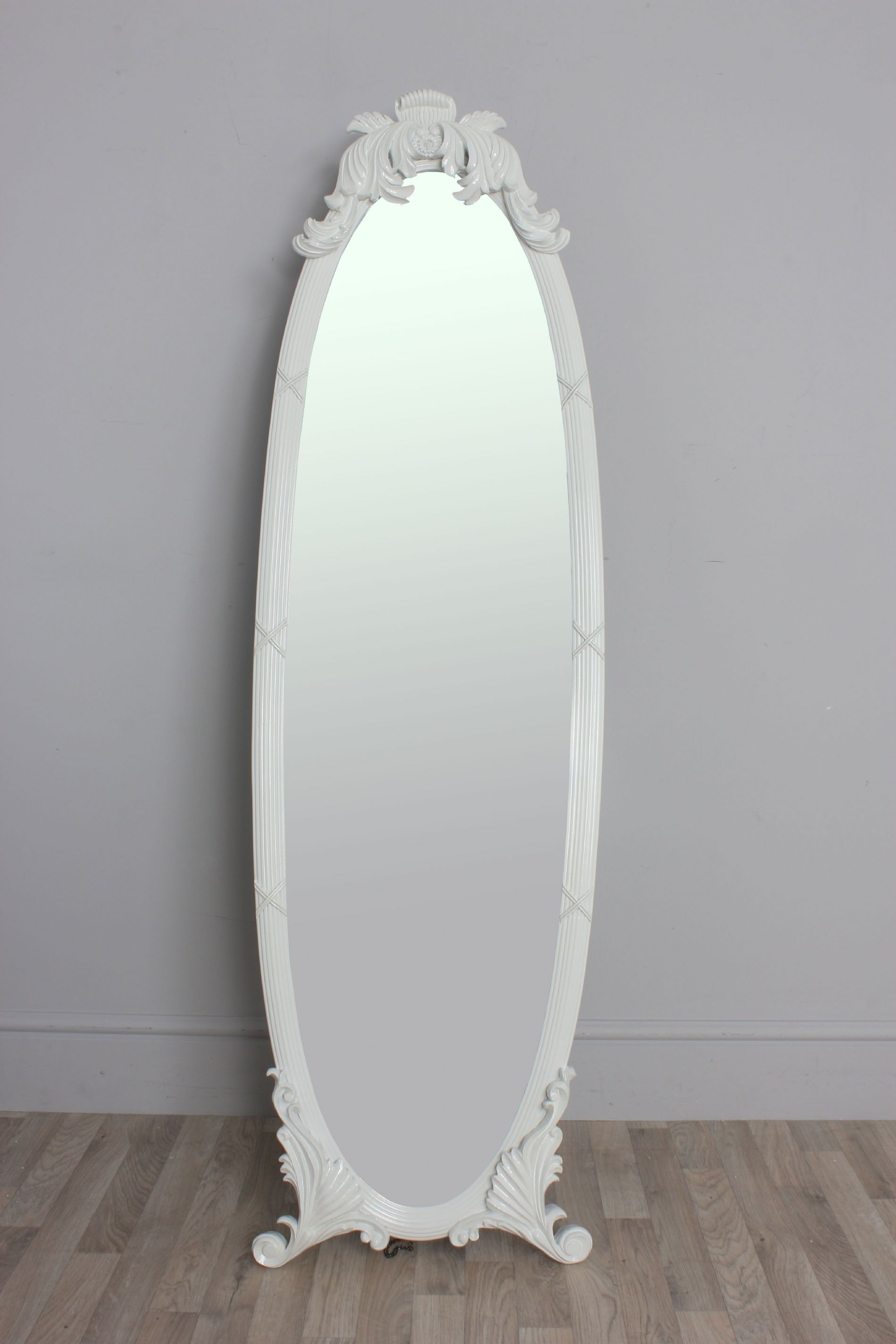 Featured Image of Vintage Free Standing Mirror