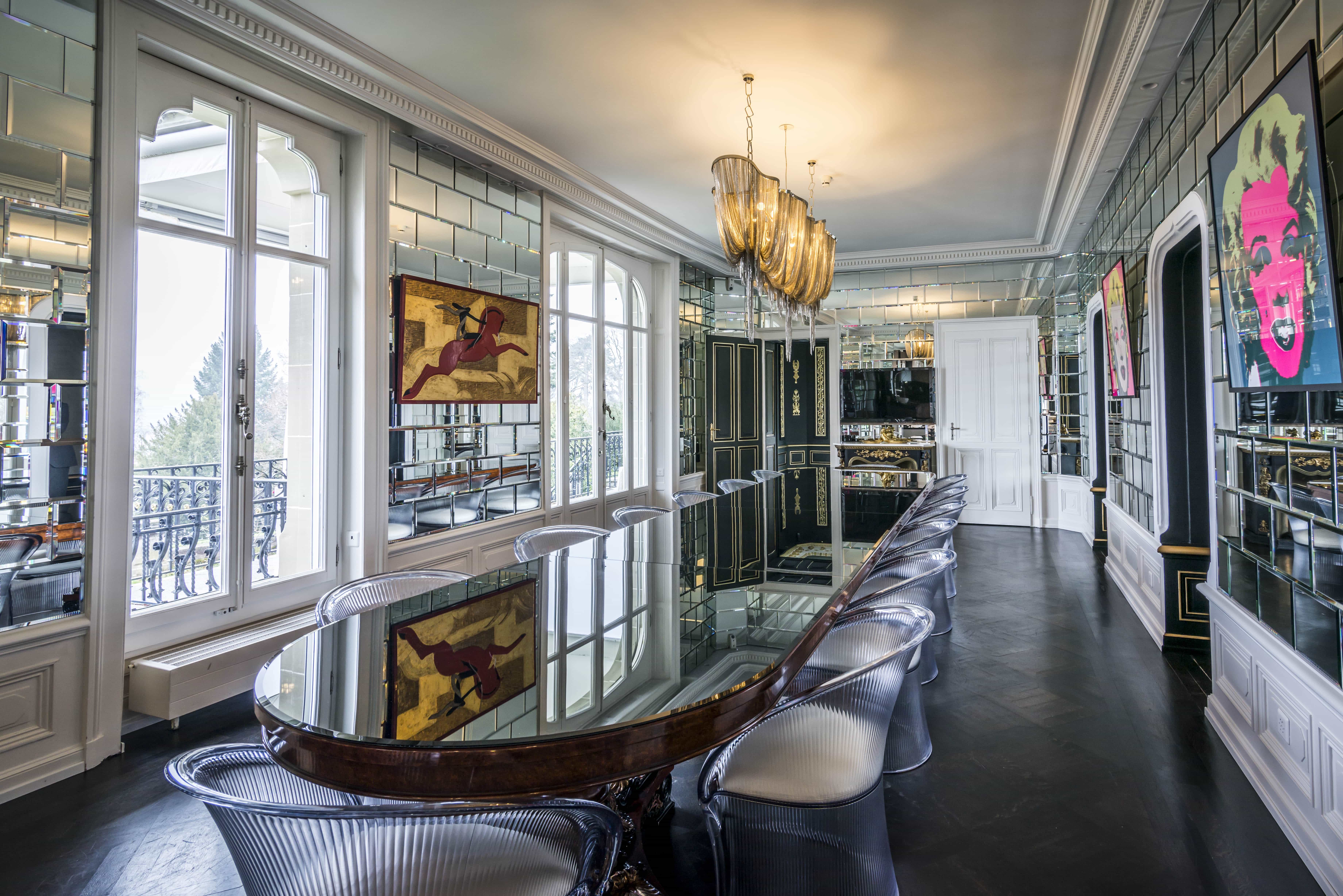Featured Image of Mirrored Wall Tiles In Glitz And Glamour Art Deco Dining Room